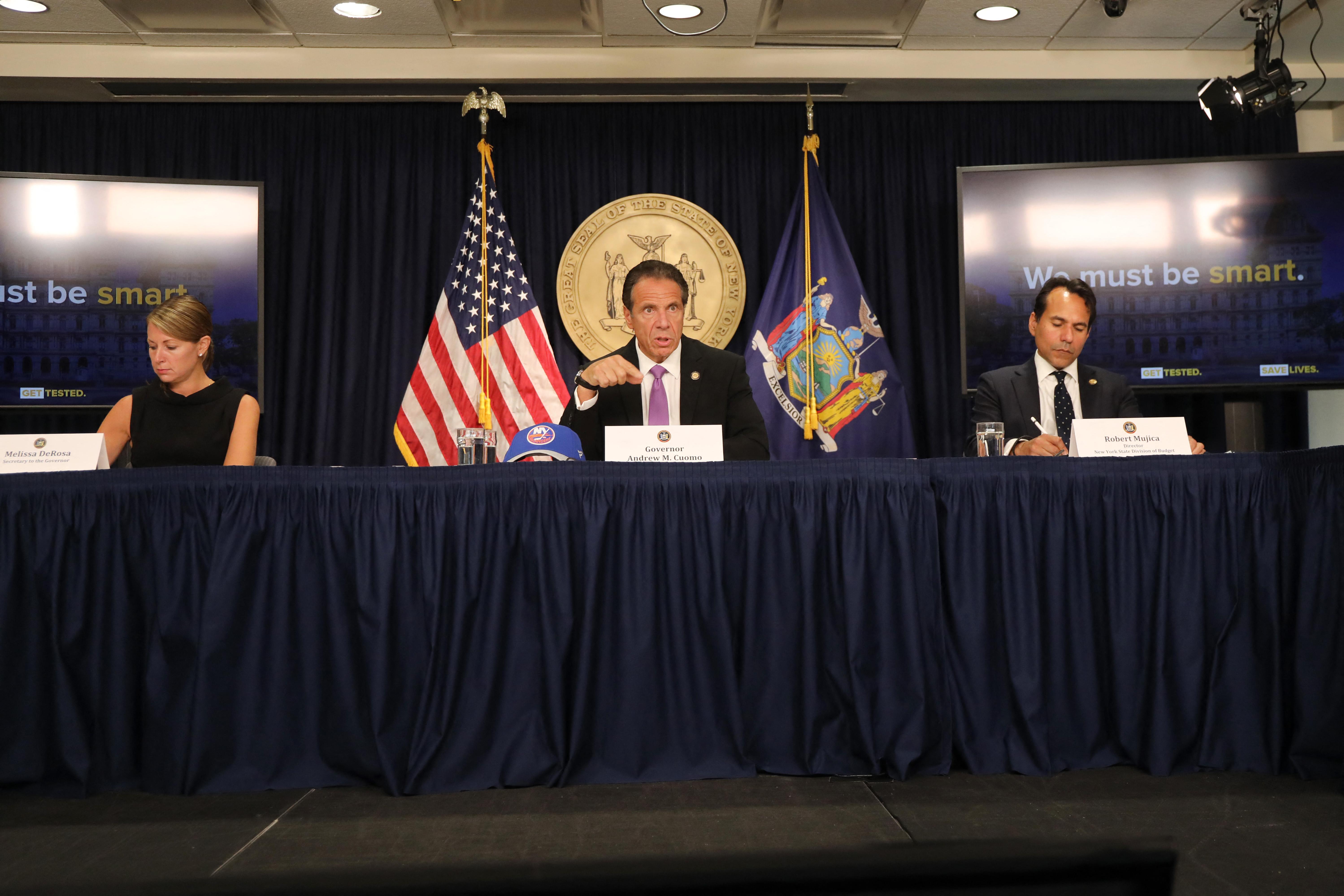 Cuomo stábjának vezetője már lemondott, a szexuális zaklatással vádolt kormányzó továbbra is a helyén