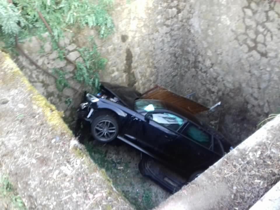 Négyméteres lukba ugratott az Audival