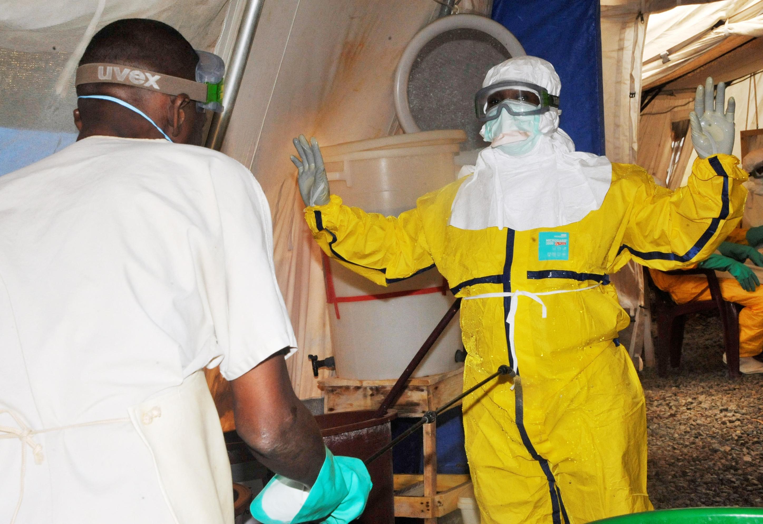 Negyvenkilenc emberrel érintkezett a guineai ebolás lány