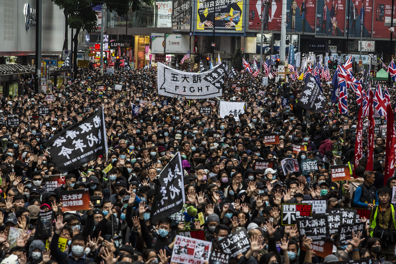 Feloszlatják a hongkongi tanárok közel százezres szakszervezetét