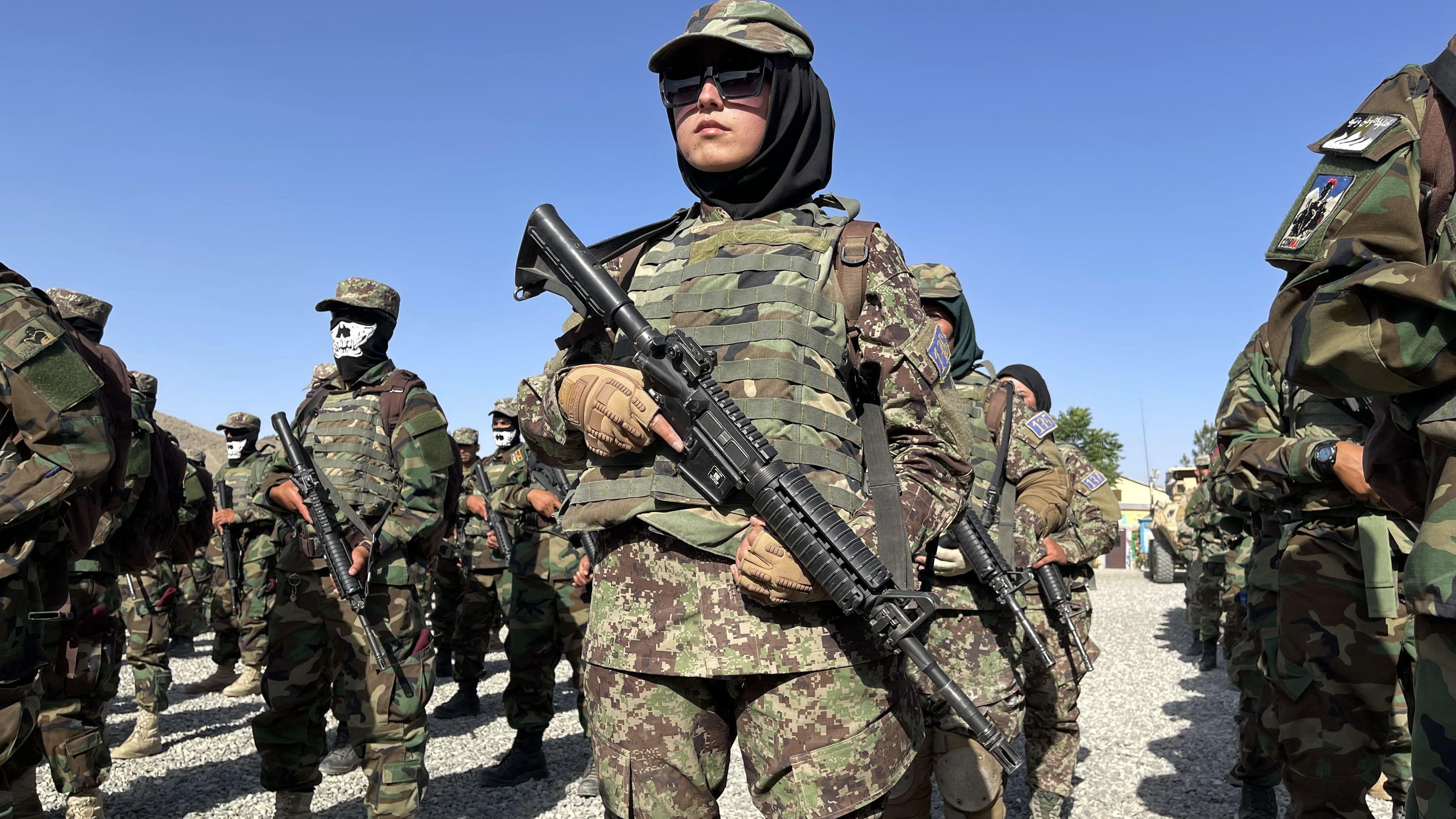 Több száz afgán katona menekült Üzbegisztánba
