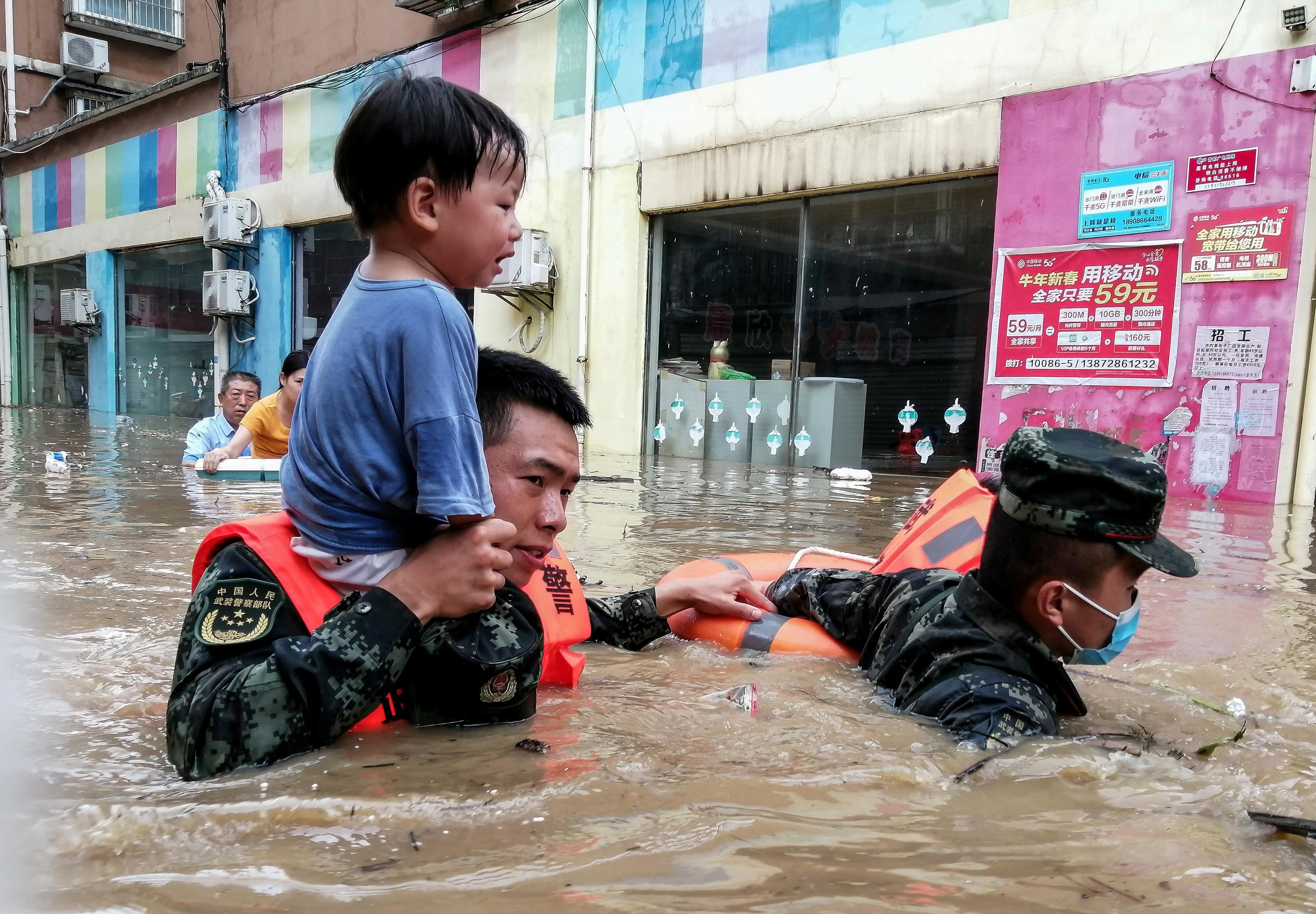 Újra esőzés pusztít Kínában, 21 halott