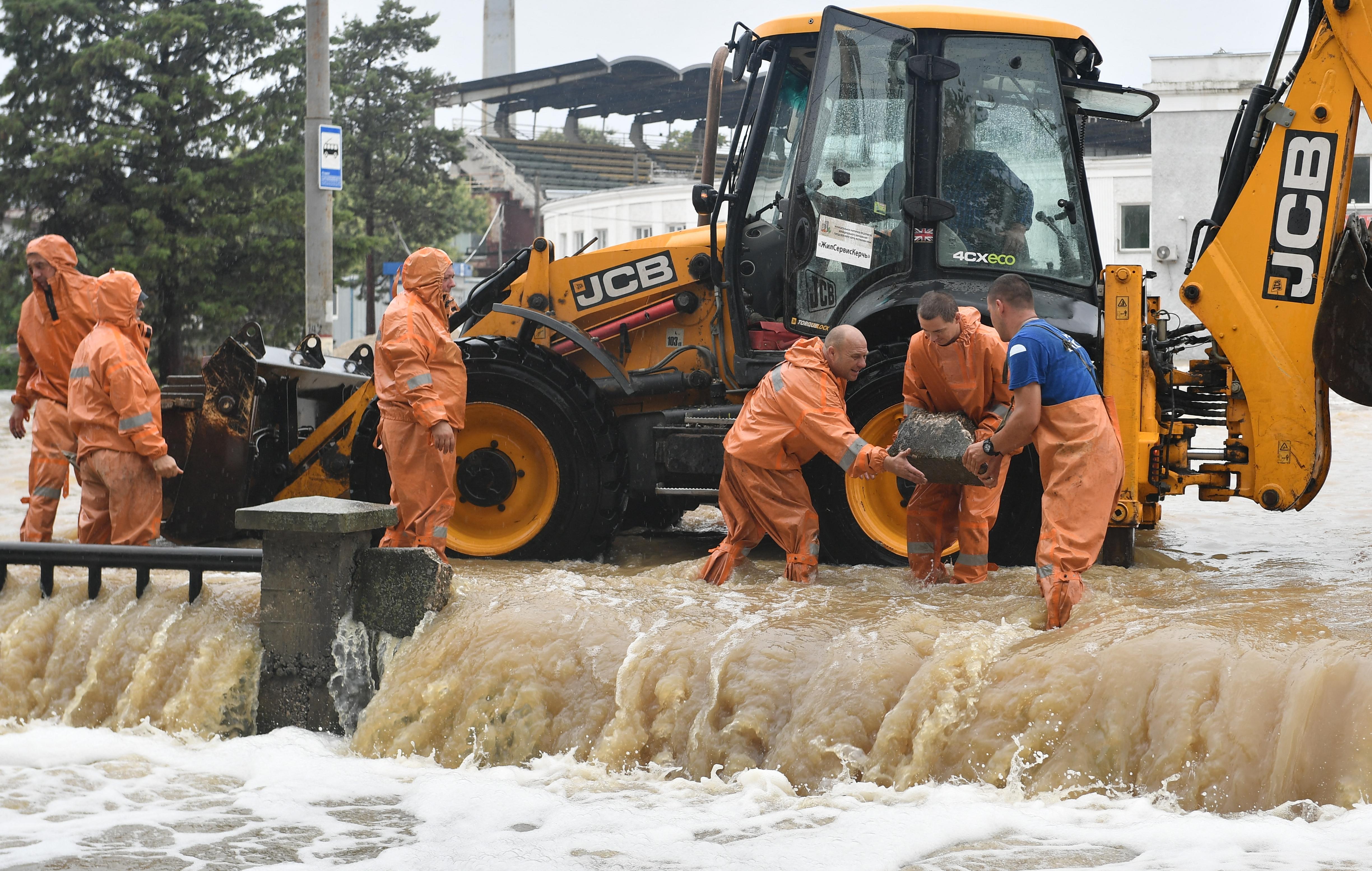 Két halottja és egy eltűntje van az özönvízszerű esőzés okozta áradásoknak a Krímben