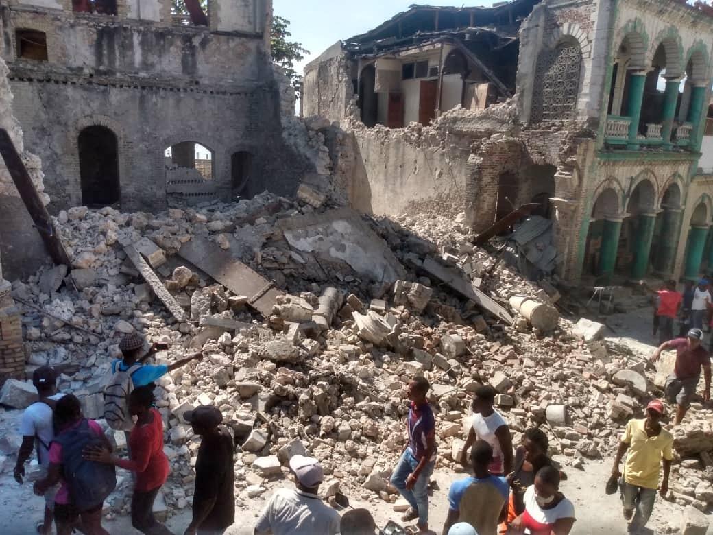 Több mint 300 áldozata van a földrengésnek Haitin