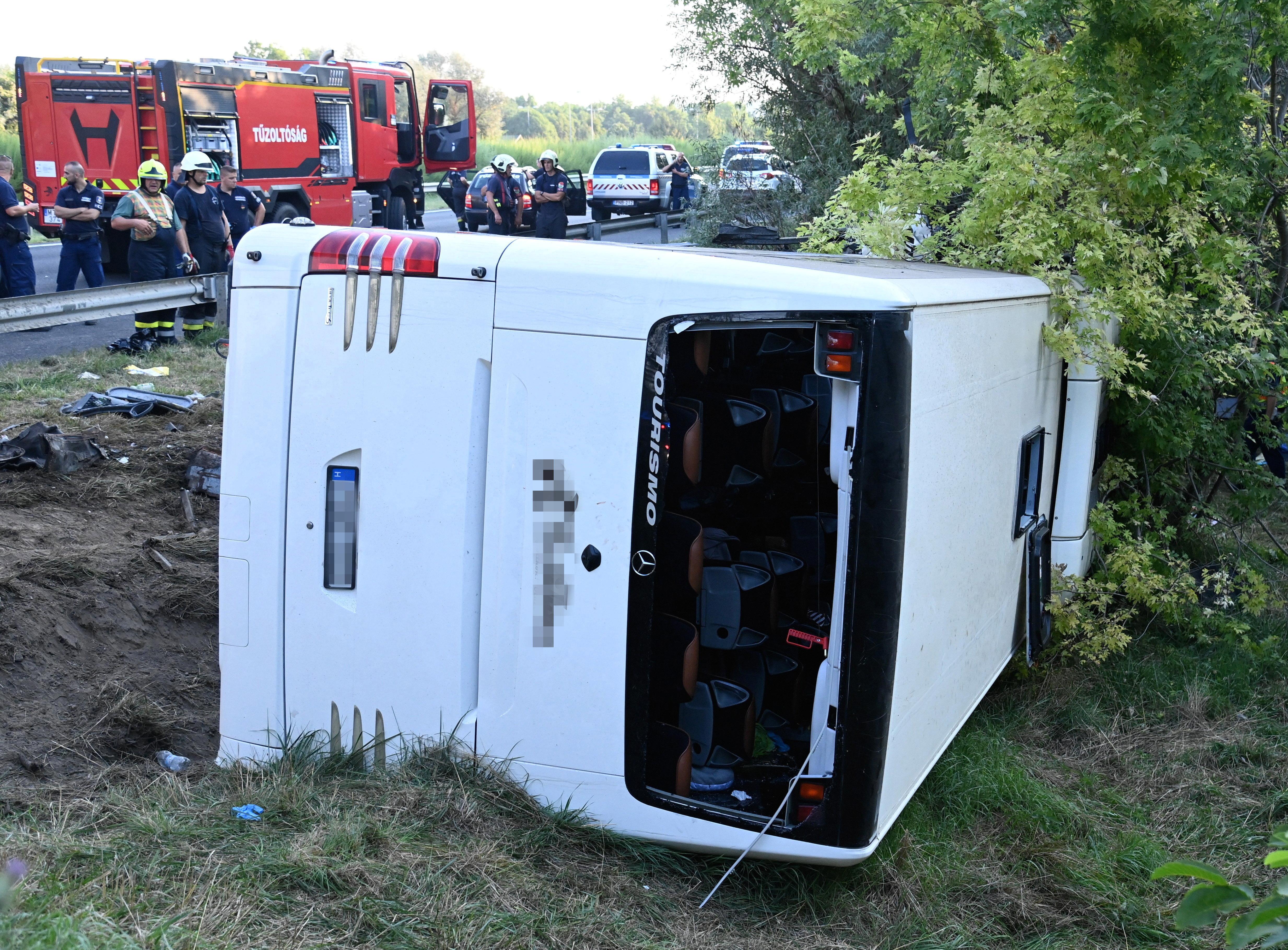 Horvátországban nyaraló magyar turistákat szállított a busz, ami balesetet szenvedett az M7-esen