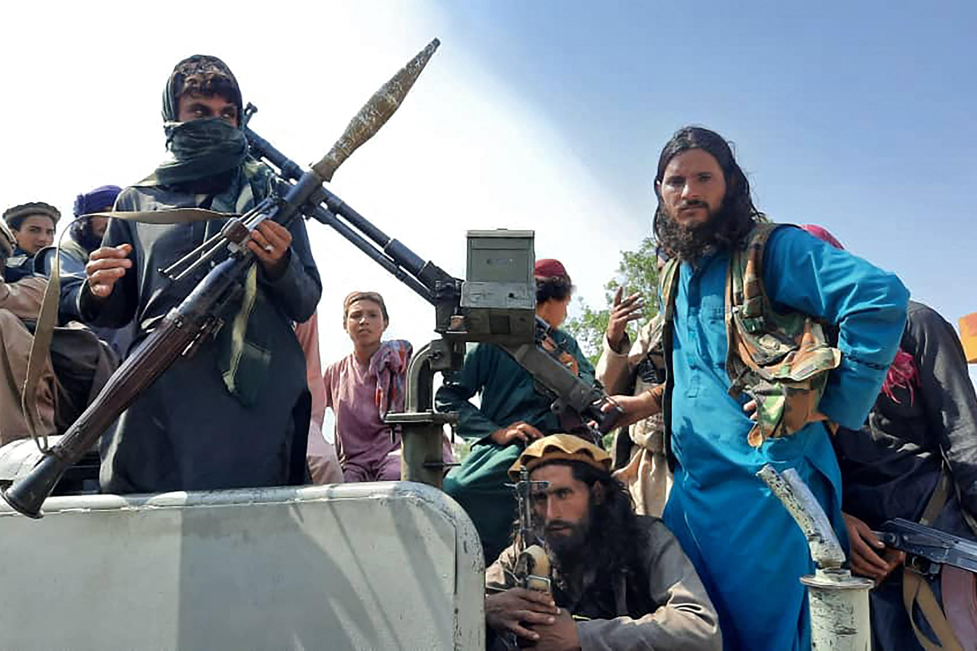 Elmenekült az afgán elnök