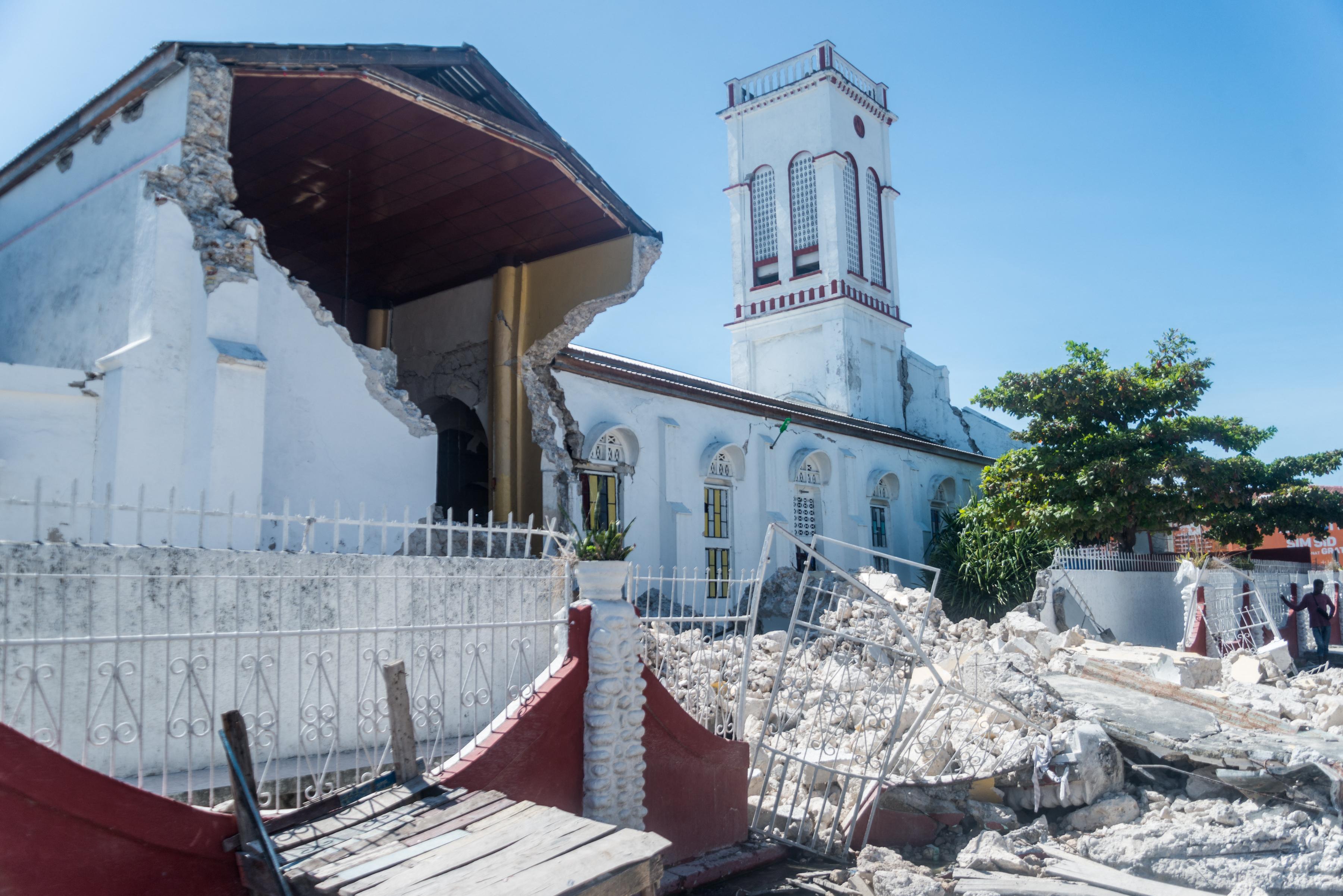 Már több mint 1200 áldozata van a haiti földrengésnek
