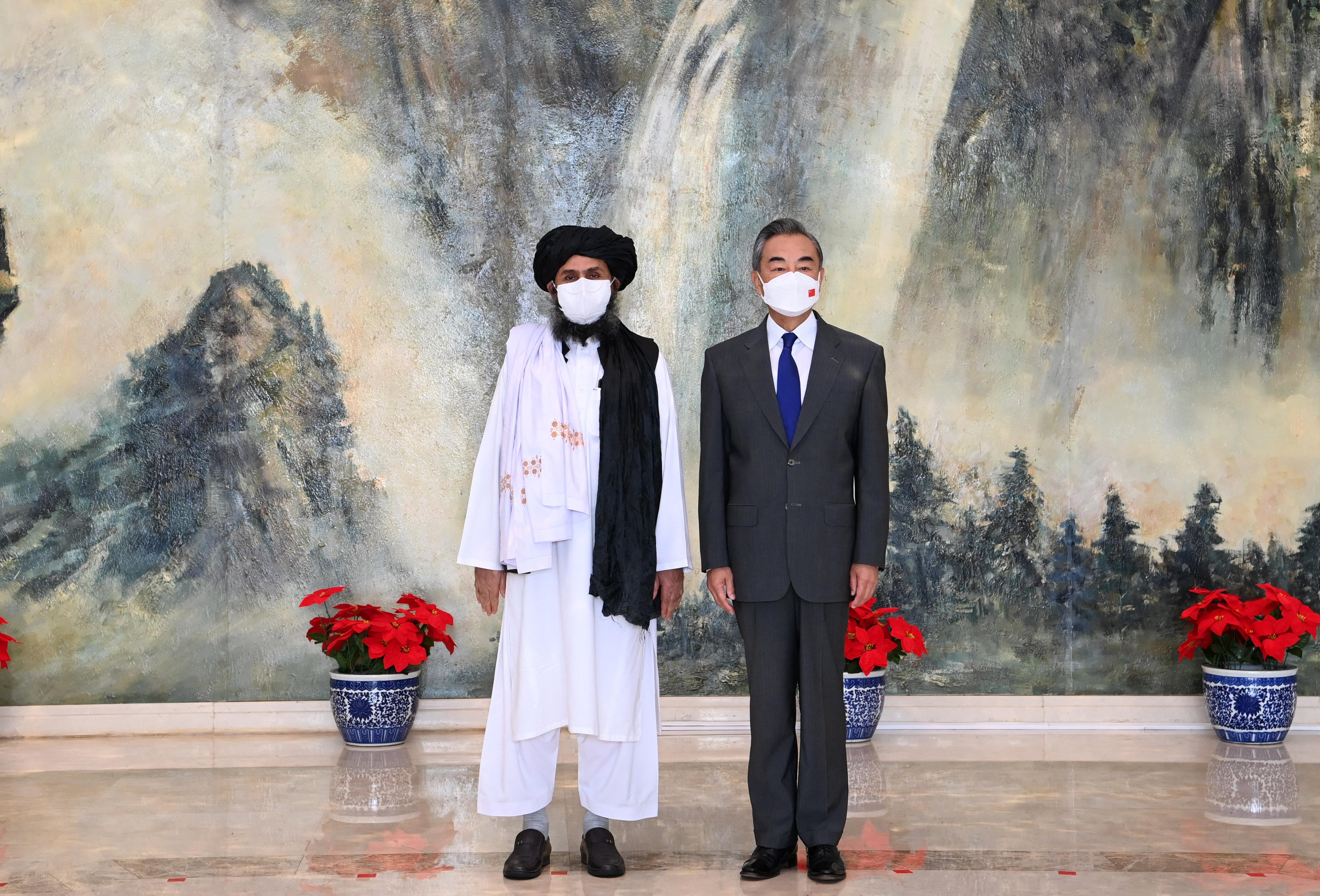 Peking baráti kapcsolatokról üzent a táliboknak, de közben egyáltalán nem biztos, hogy örül a hatalomátvételnek