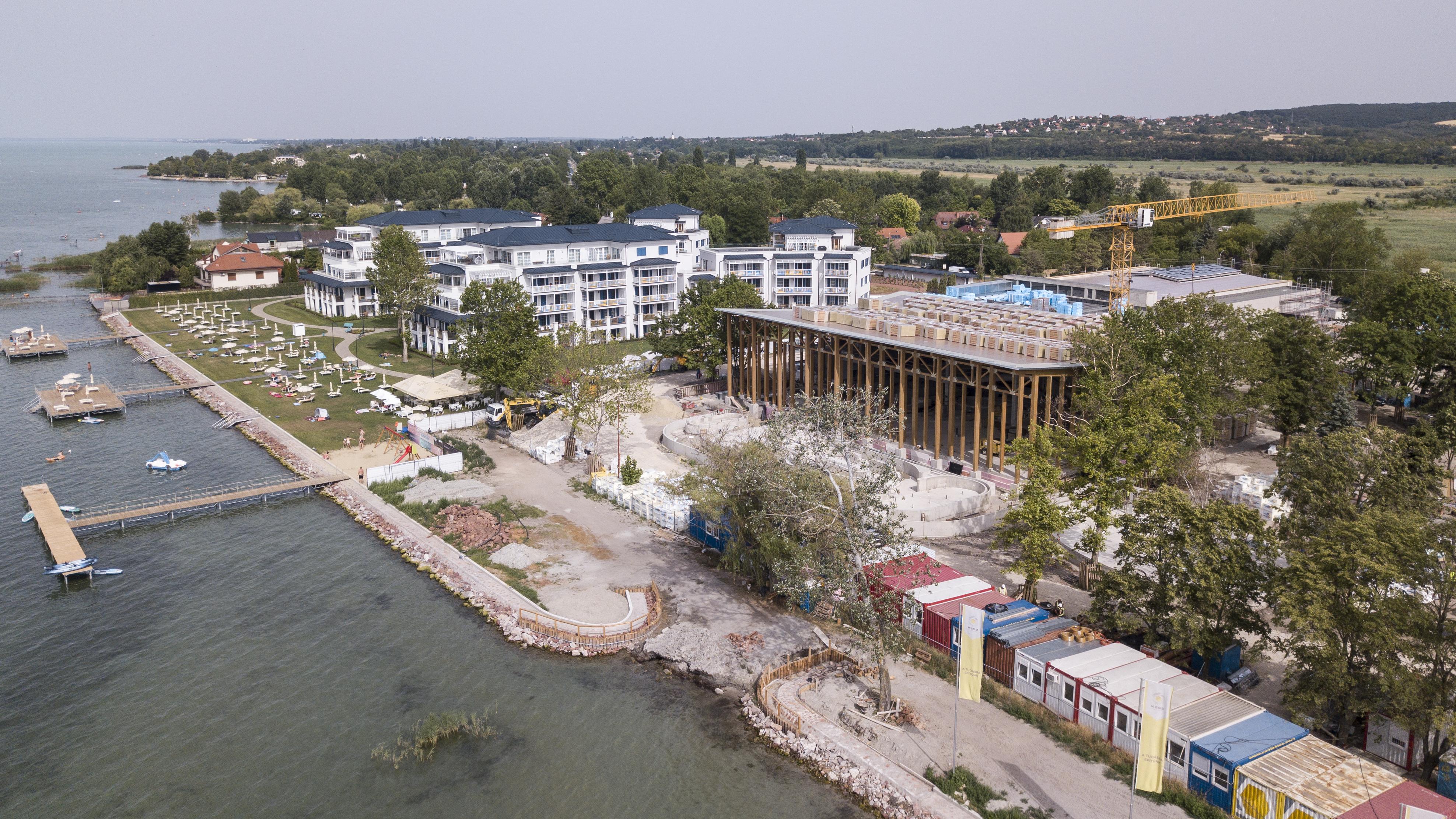 Hiába a rendelet, elvette a Balaton-partot a szántódiaktól a Balaland luxustelep