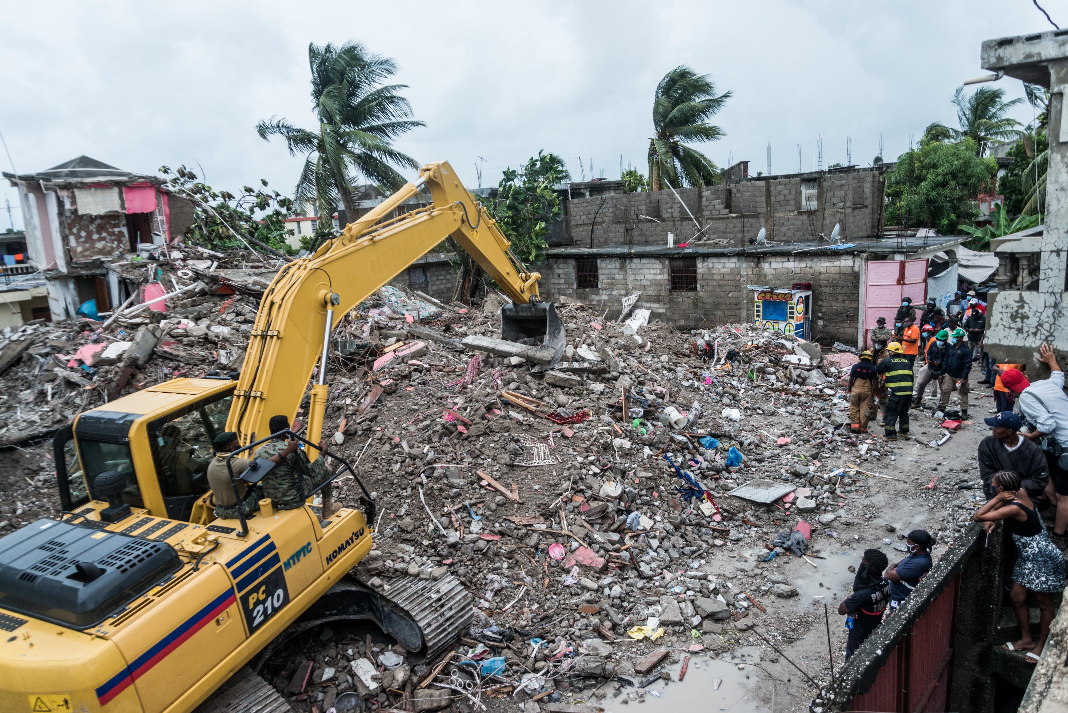 Már közel 2500 halottja van a haiti földrengésnek