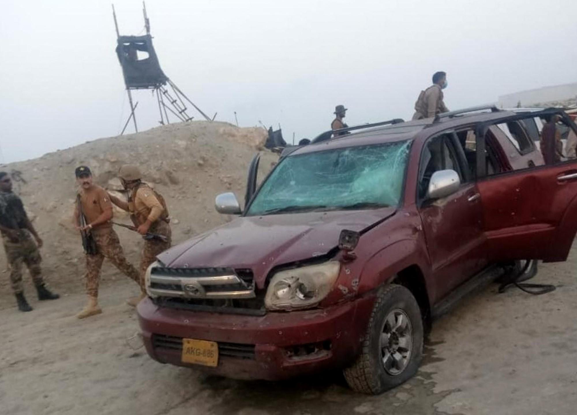 Két gyerek meghalt Pakisztánban egy kínaiak ellen elkövetett öngyilkos merényletben