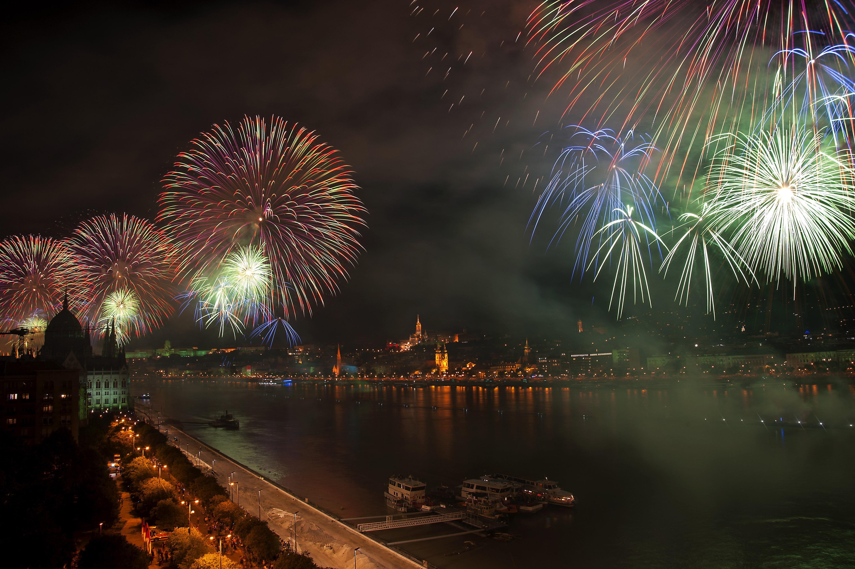 700 ezren nézték élőben a tűzijátékot
