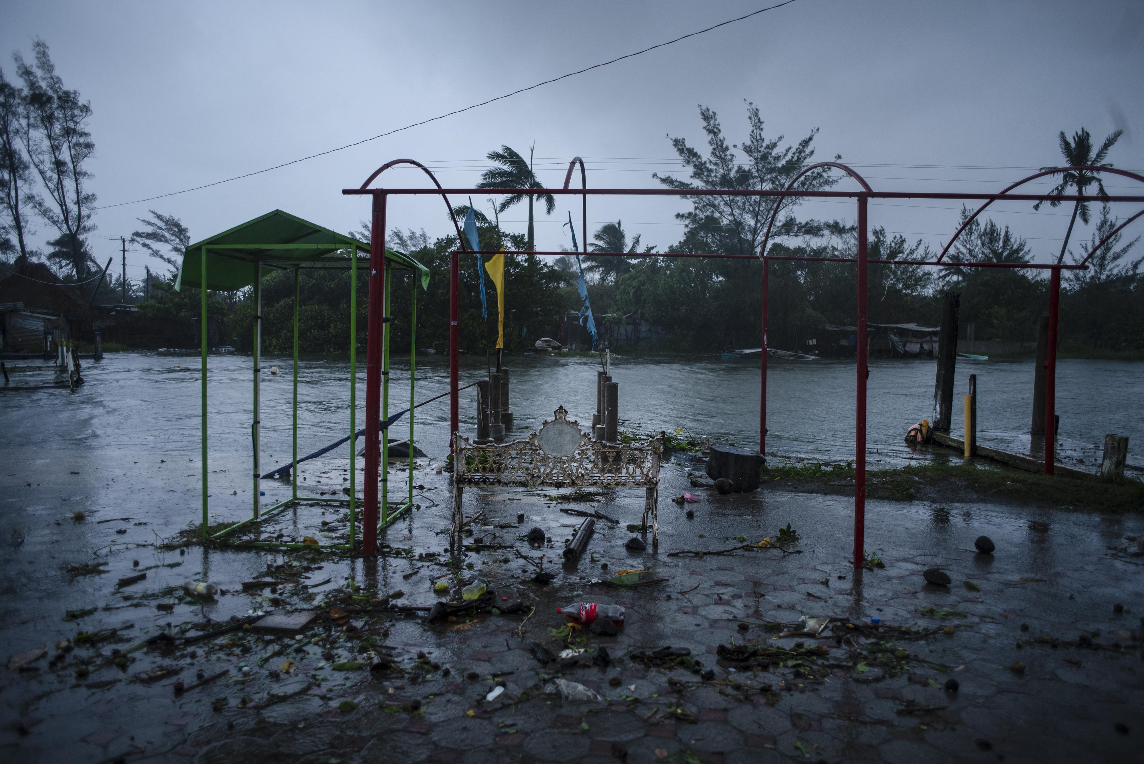 Legalább nyolc ember meghalt a Grace hurrikánban Mexikóban