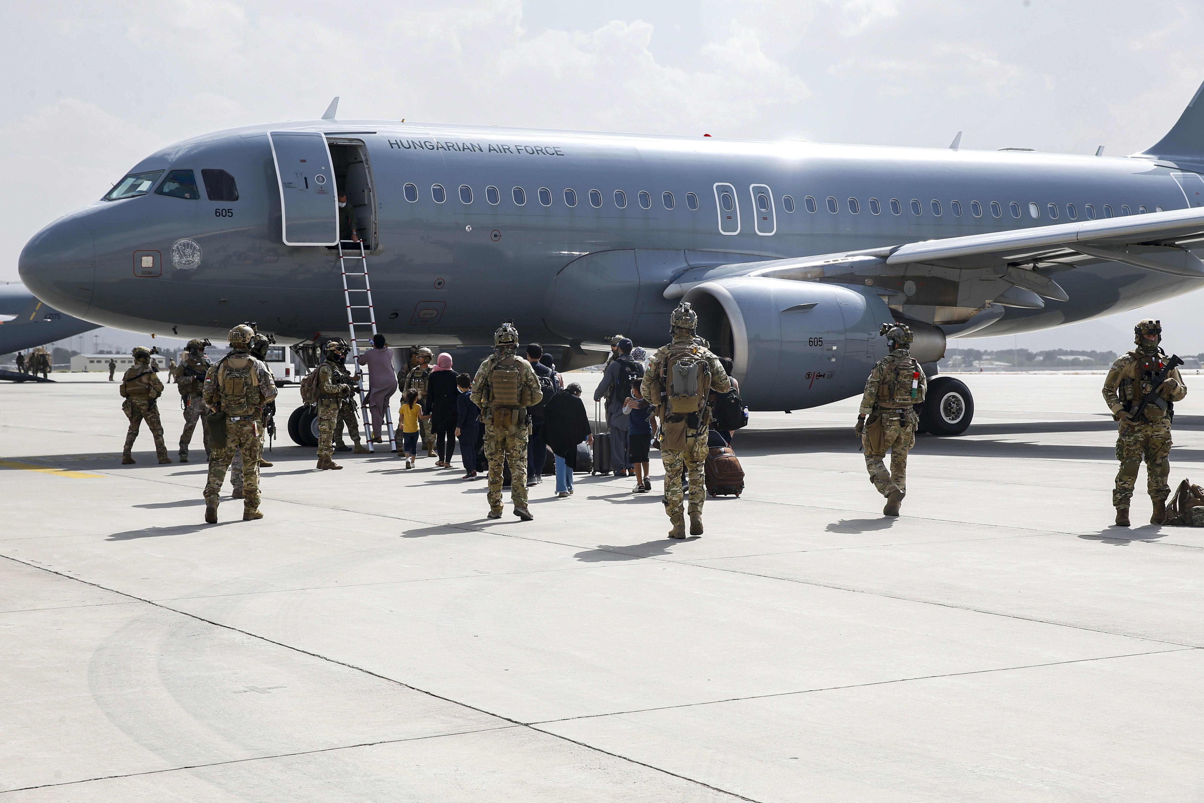 Vámosszabadiba és Balassagyarmatra kerülnek a Kabulból kimenekített afgán családok