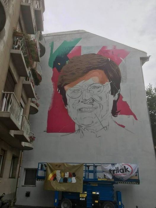 Tűzfalra festik Karikó Katalint