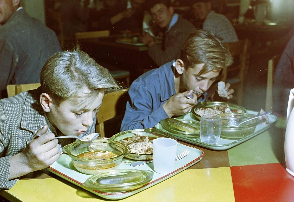 Az étel a menzán se csak üzemanyag legyen, amit tíz perc alatt belapátolnak