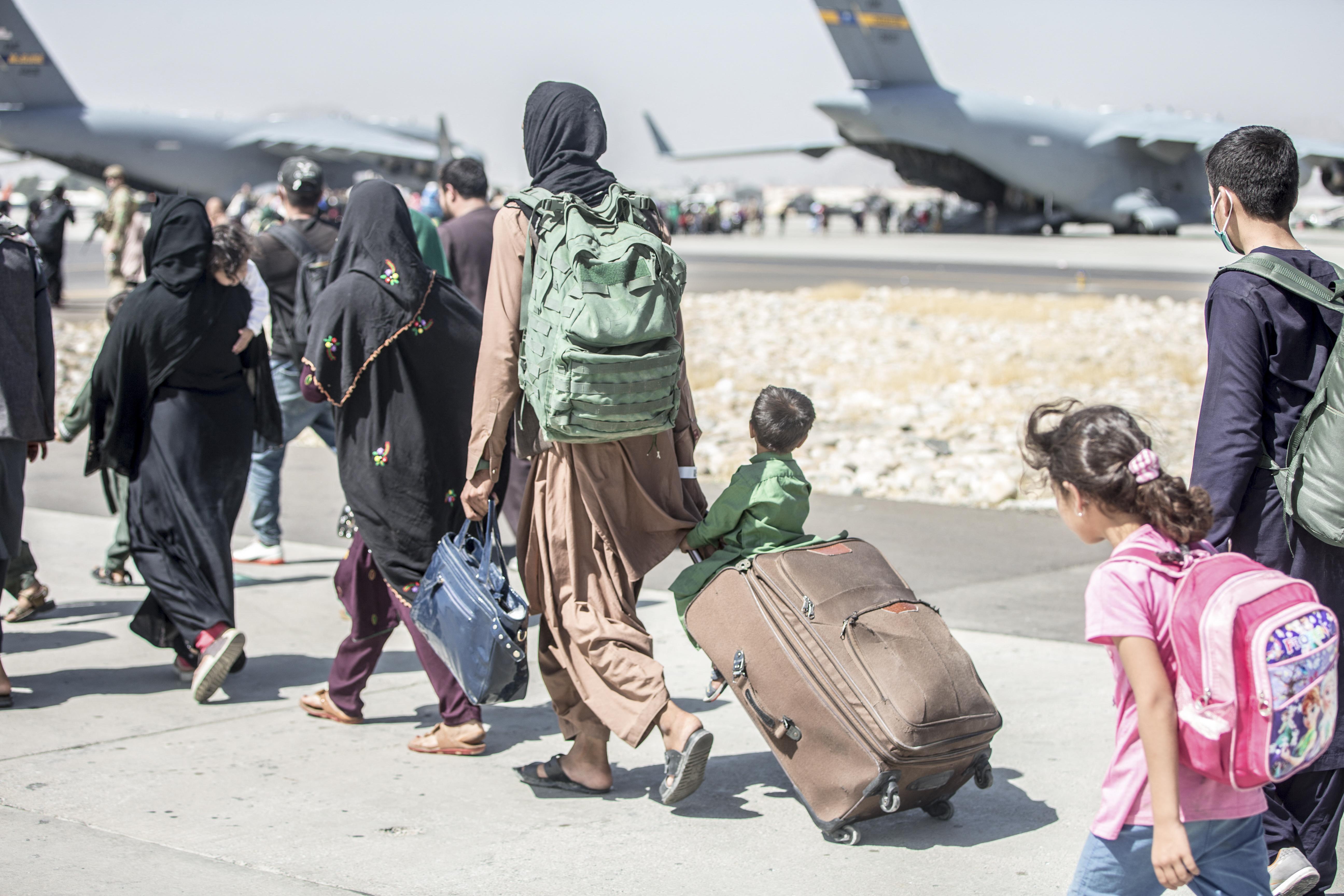 A tálibok megtiltották az afgán állampolgárok belépését a kabuli reptérre