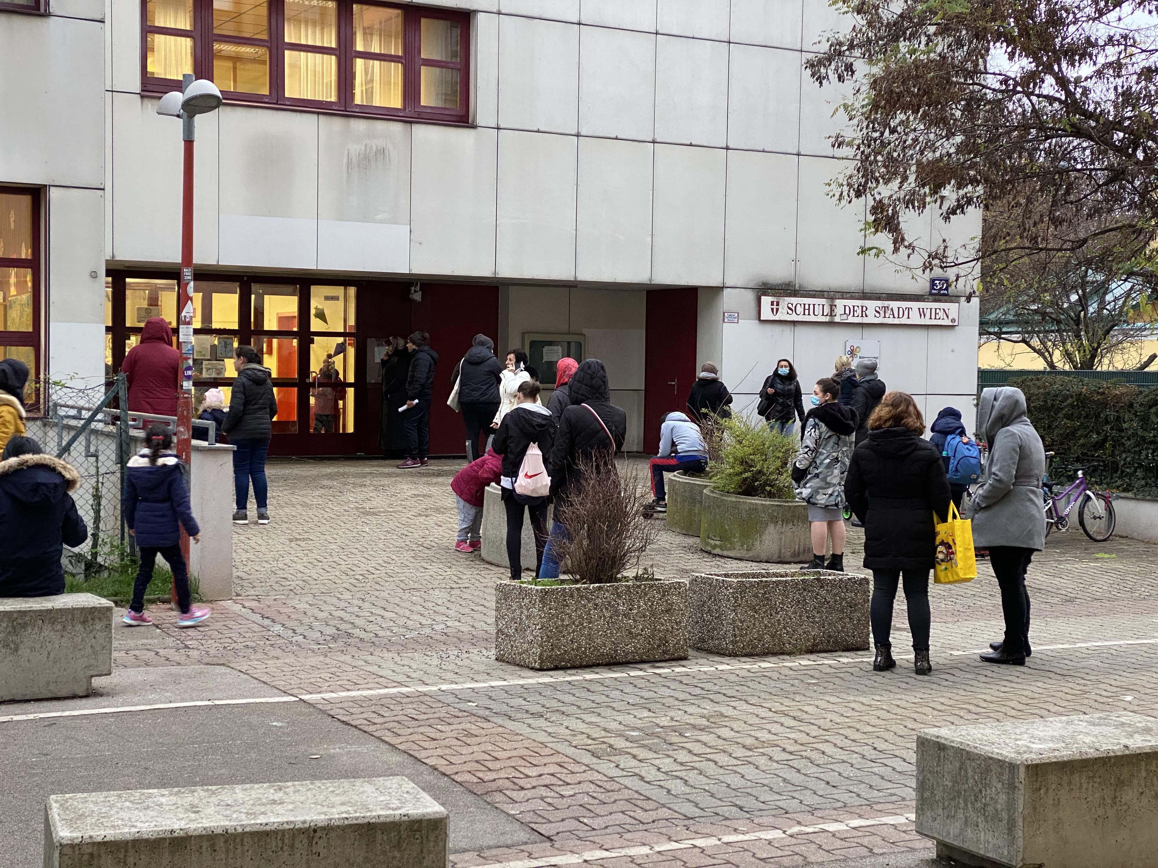 Ausztriában heti három koronavírus-teszttel lehet csak iskolába menni