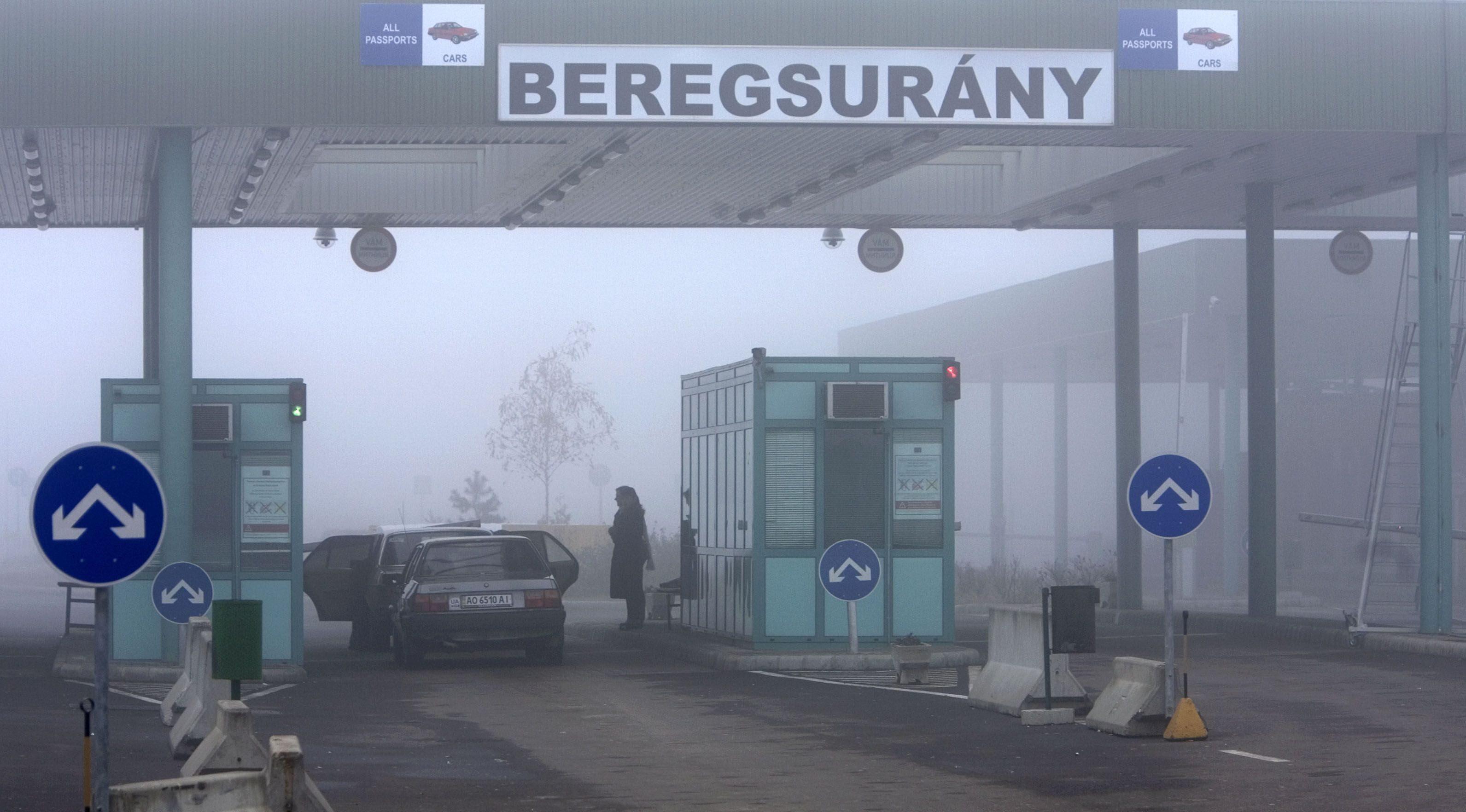 Vádat emeltek az ukrán határon megvesztegetett pénzügyőrökkel szemben
