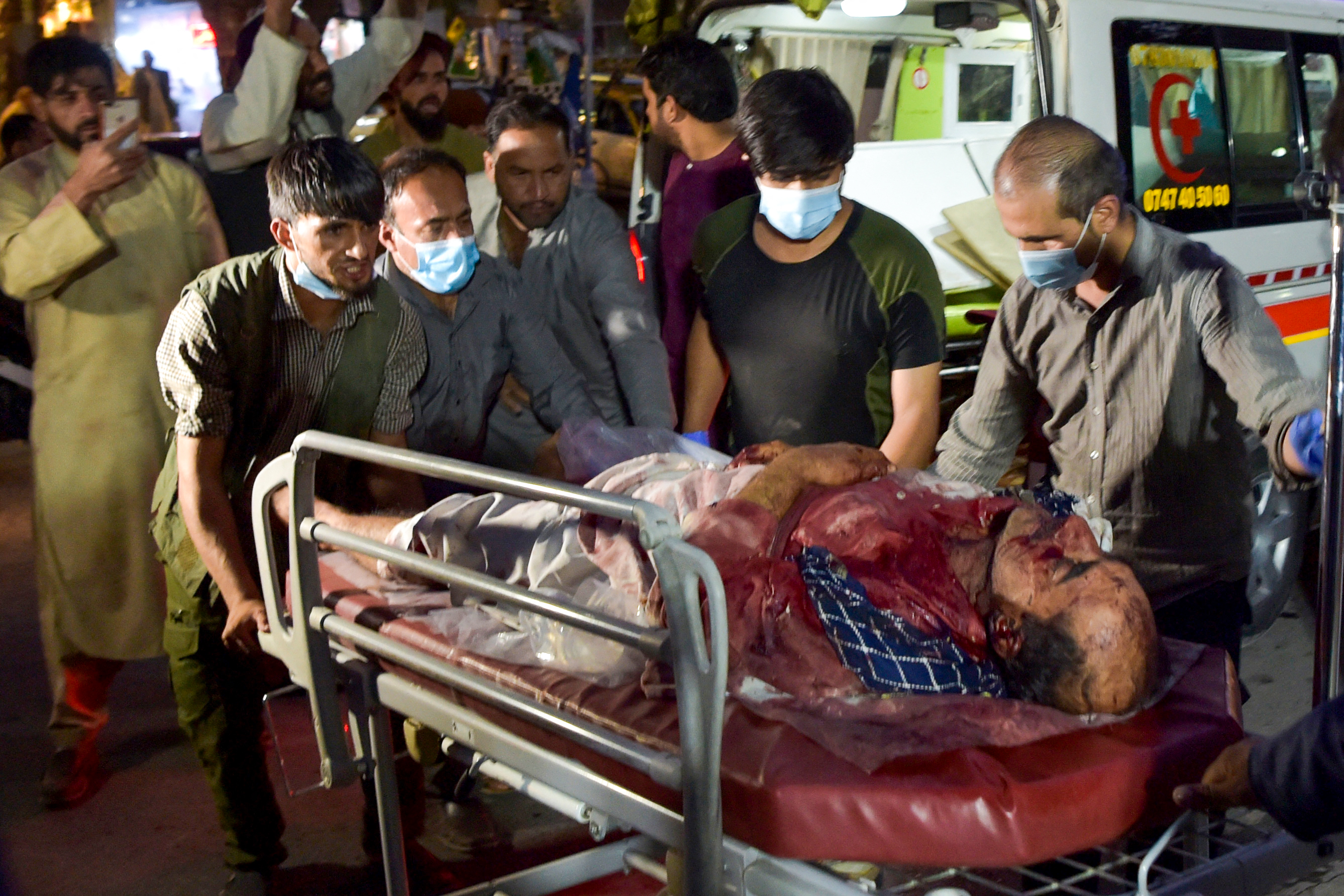 Hatvan civil és több mint 10 amerikai katona halt meg a kabuli robbantásokban