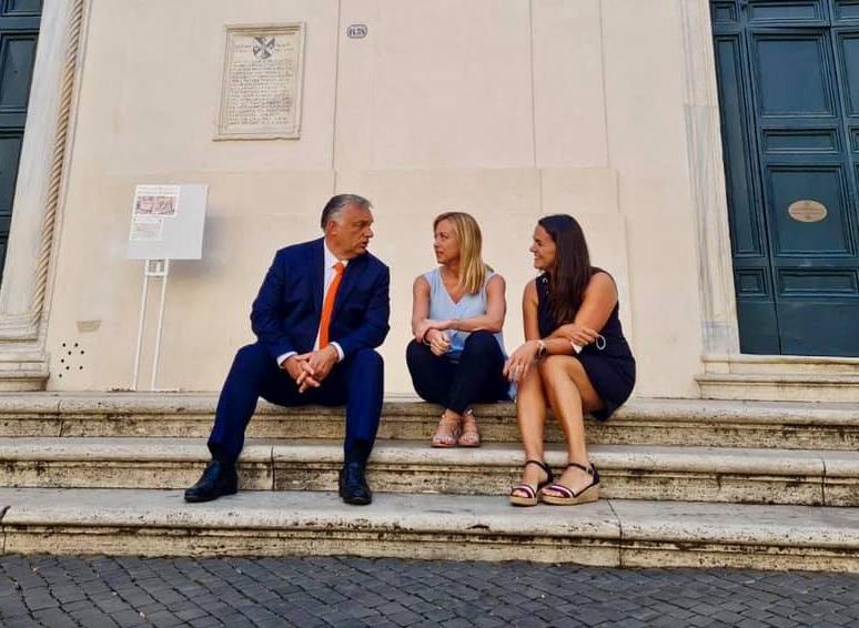 Horvátországban szedhette fel Orbánt a Rómába tartó honvédségi repülő