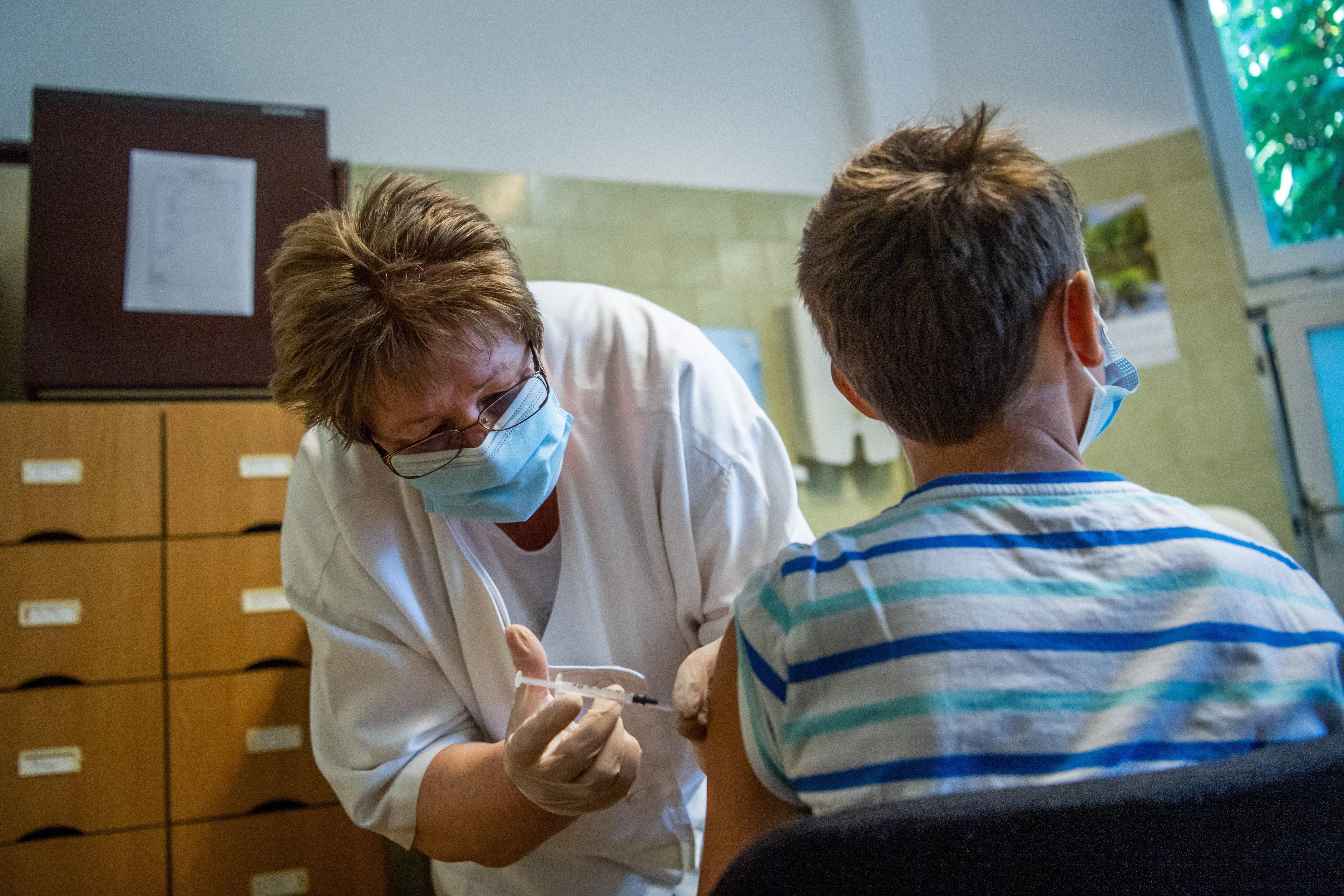 A jövő héten adják be a második körös vakcinát az iskolákban