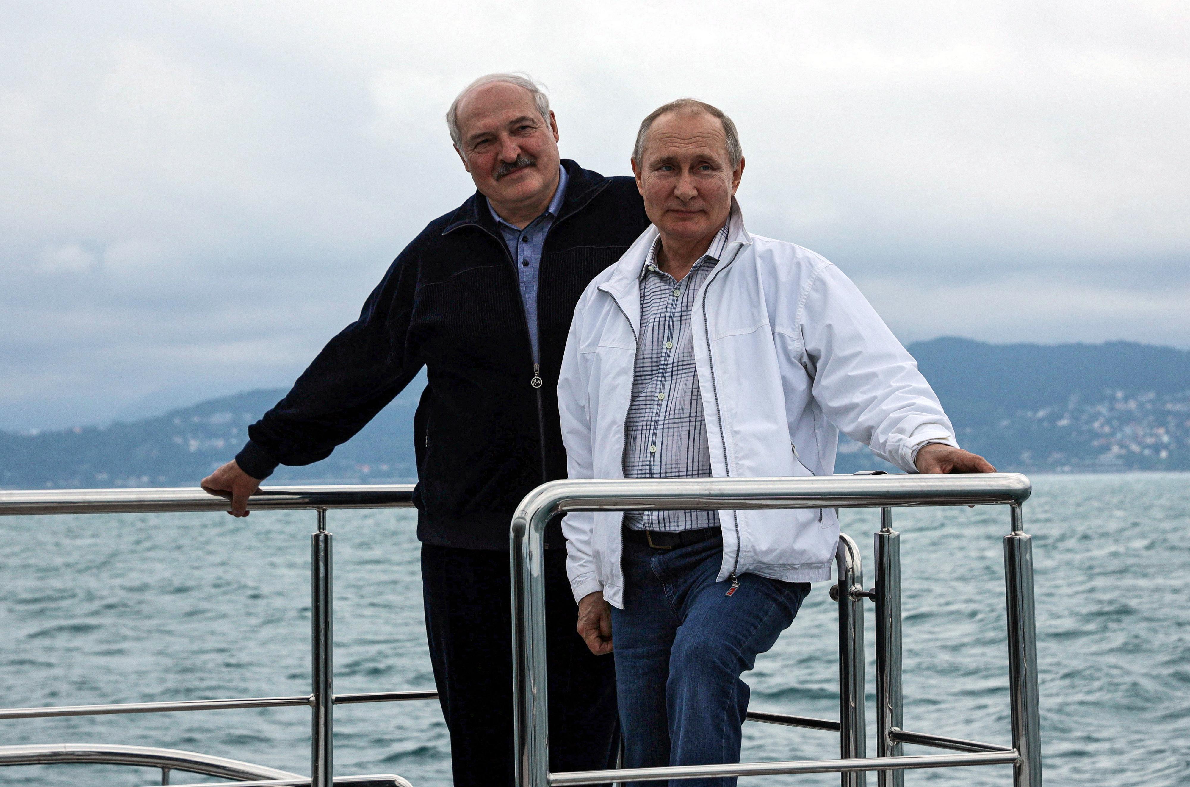 Oroszország katonai eszközökkel támogatja a fehérorosz diktatúrát