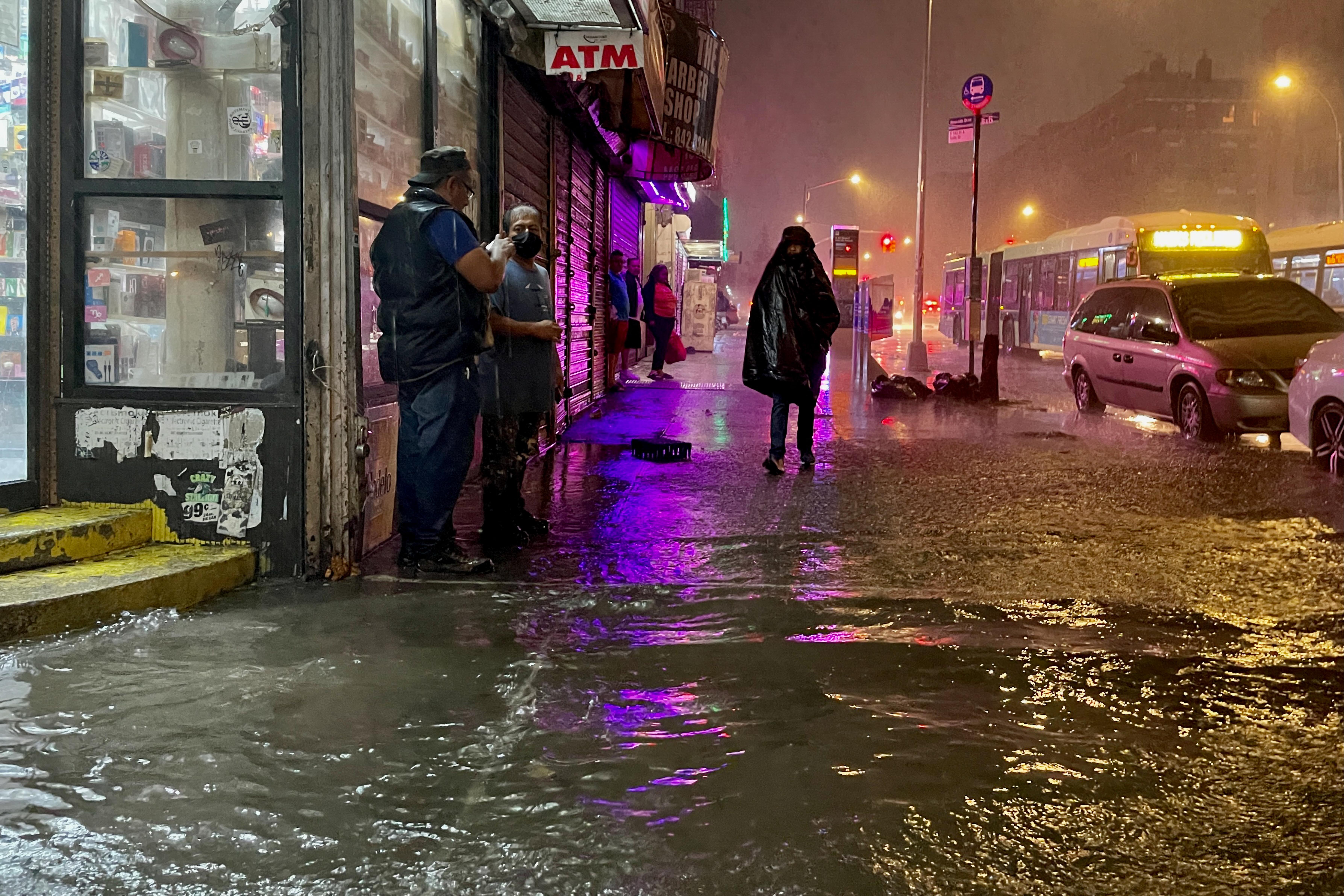 New Yorkban rendkívüli állapotot hirdettek a vihar okozta áradások miatt