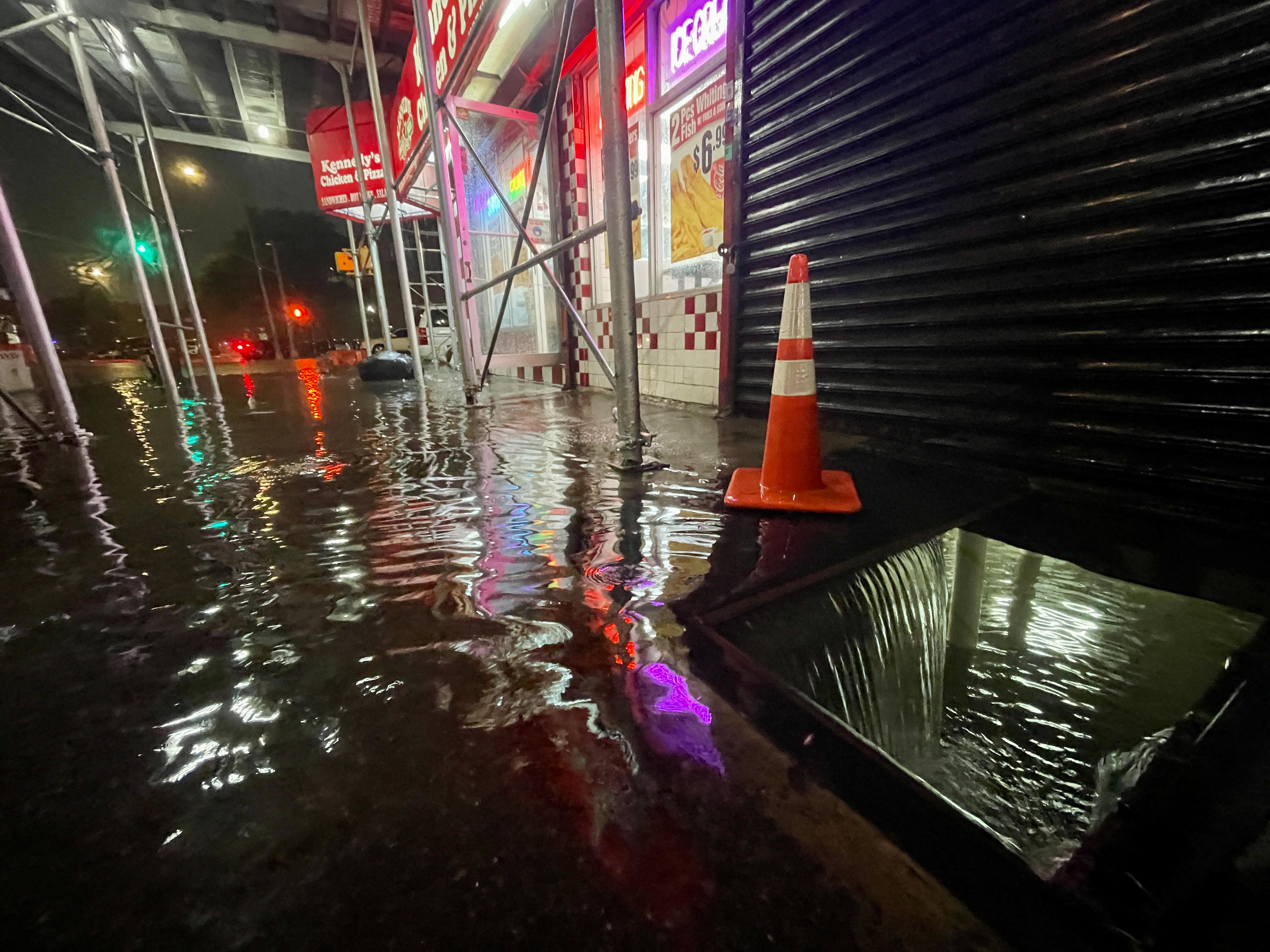Legalább tizennégyen meghaltak az áradások miatt New Yorkban és New Jerseyben