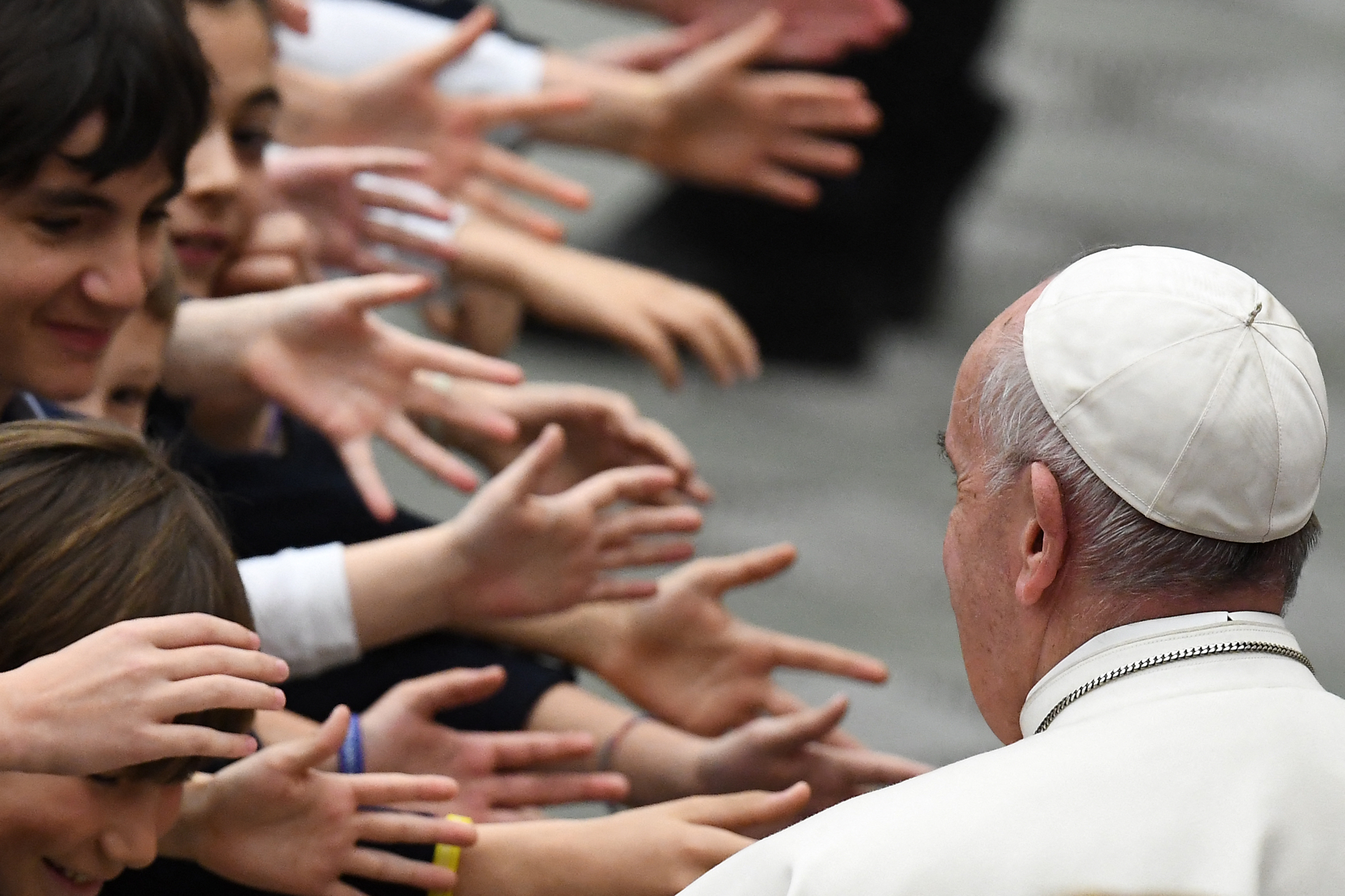 Mit keres Ferenc pápa a Hősök terén?