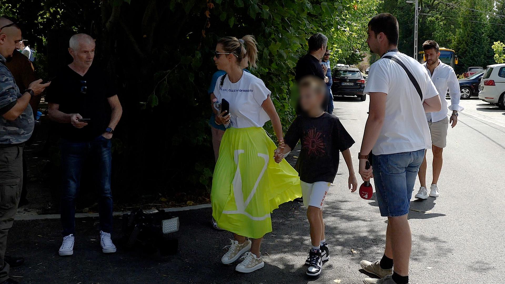 Rogán-Gaál Cecília uszkve kétmillió forintos szettben érkezett a kötcsei Polgári Piknikre