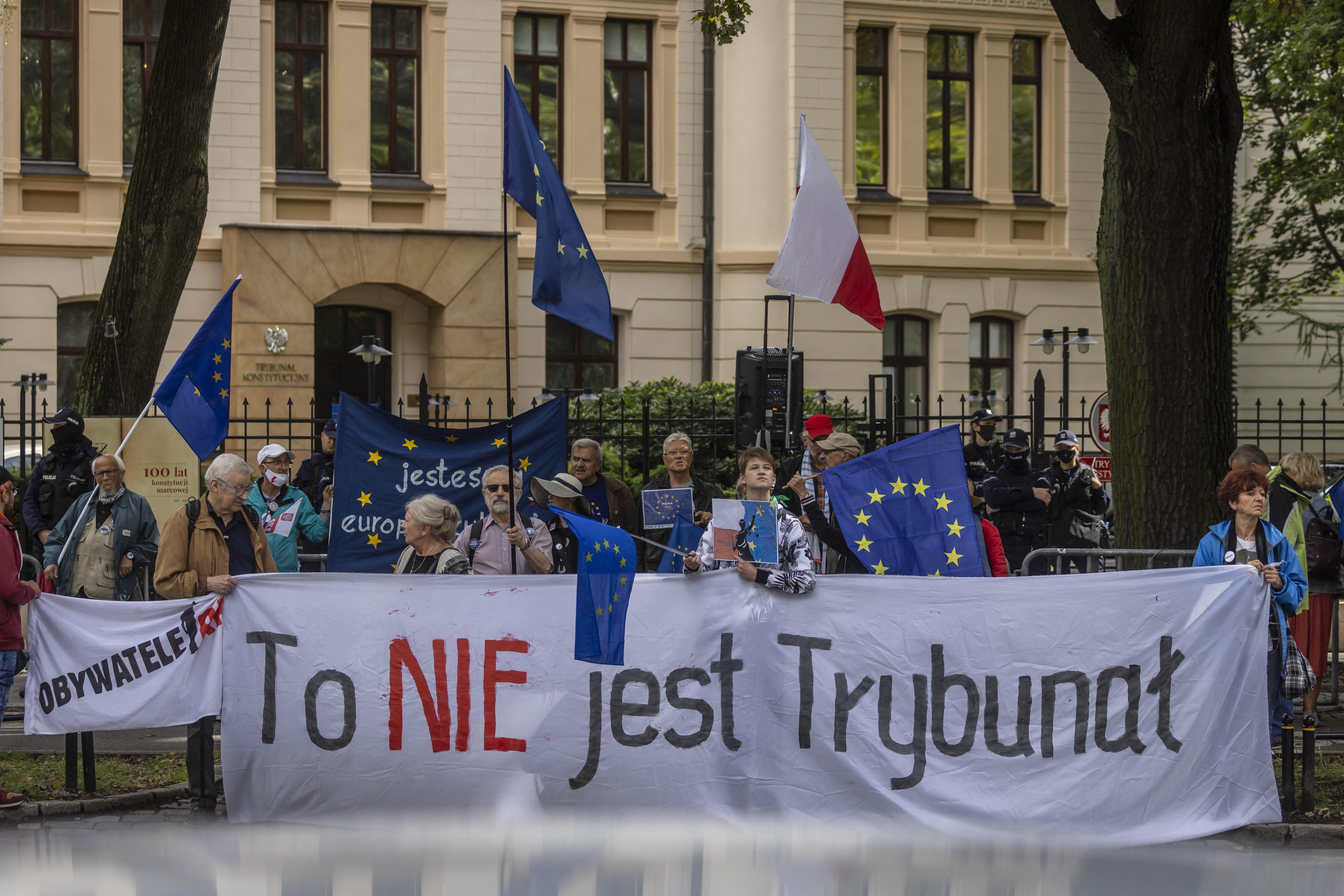 Pénzbírsággal büntetné az Európai Bizottság Lengyelországot, amiért nem függesztik fel a bírókat fegyelmező kamarát