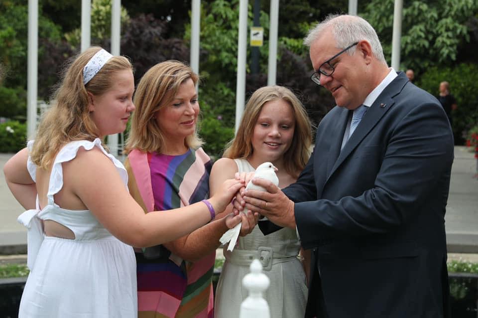 Az ausztrálok kiakadtak, hogy a miniszterelnökük meglátogatta a gyerekeit Apák napján