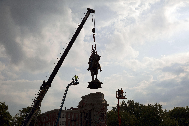 Az utolsó konföderációs szobrot is elvitték Richmond sugárútjáról