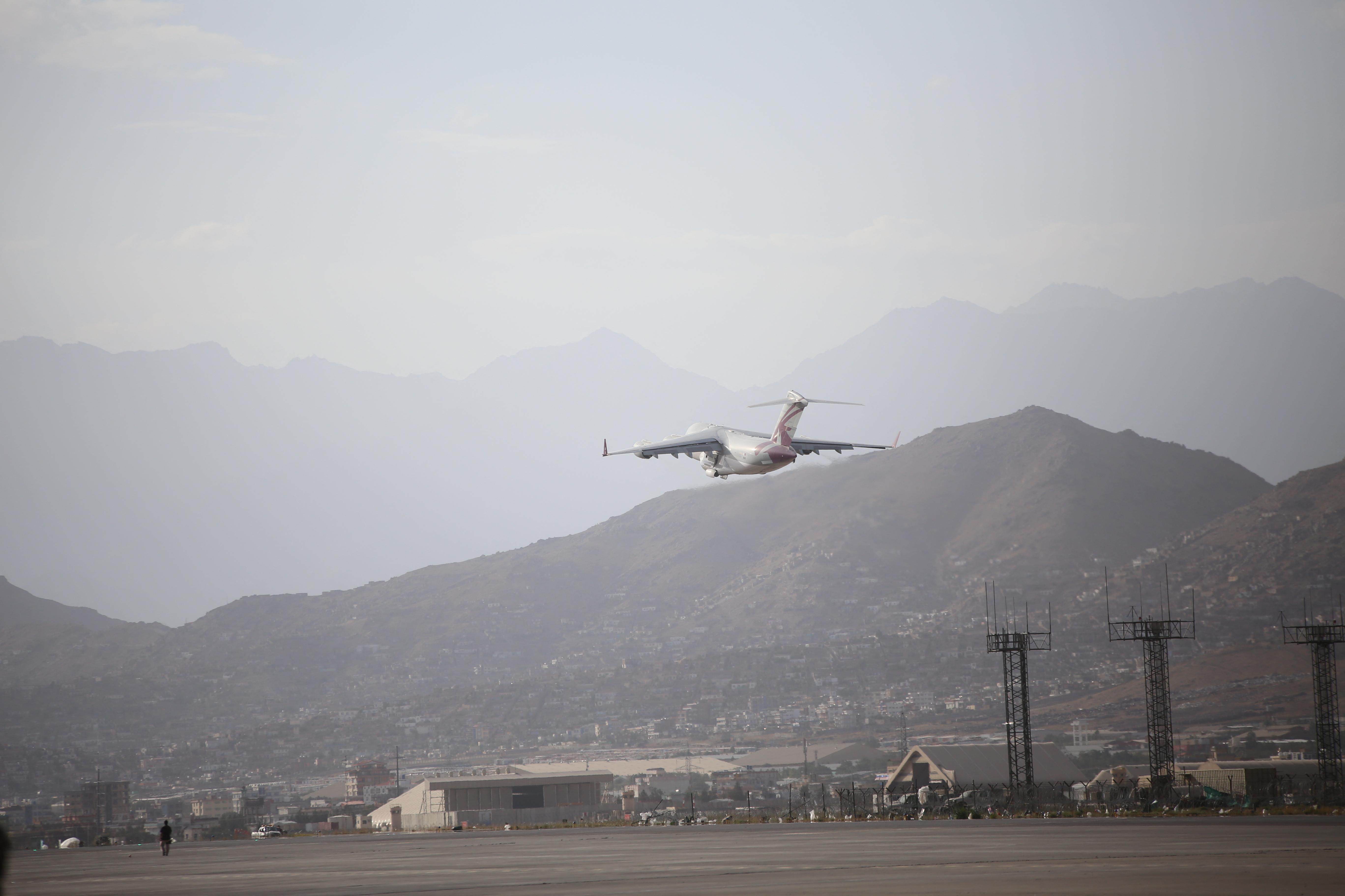 A tálibok távozni engednek kétszáz külföldit