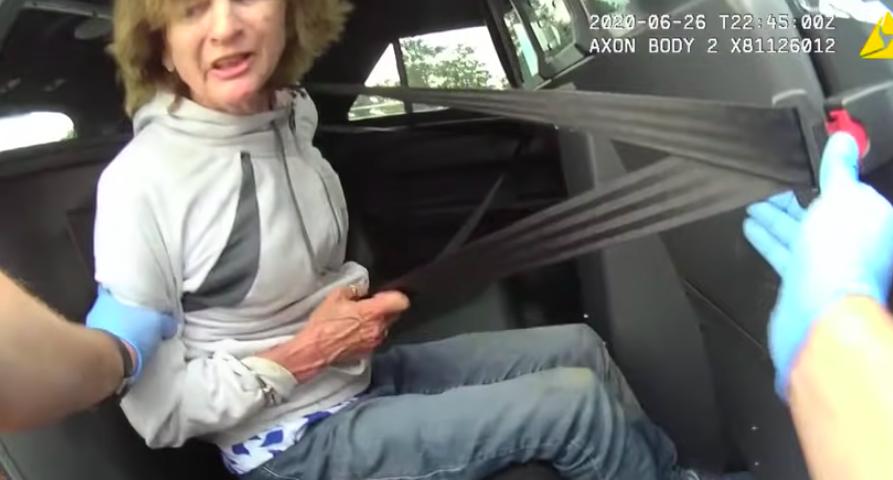3 millió dollár kártérítést fizet a város a 73 éves demens nőnek, akit a rendőrök letepertek, aztán röhögtek rajta