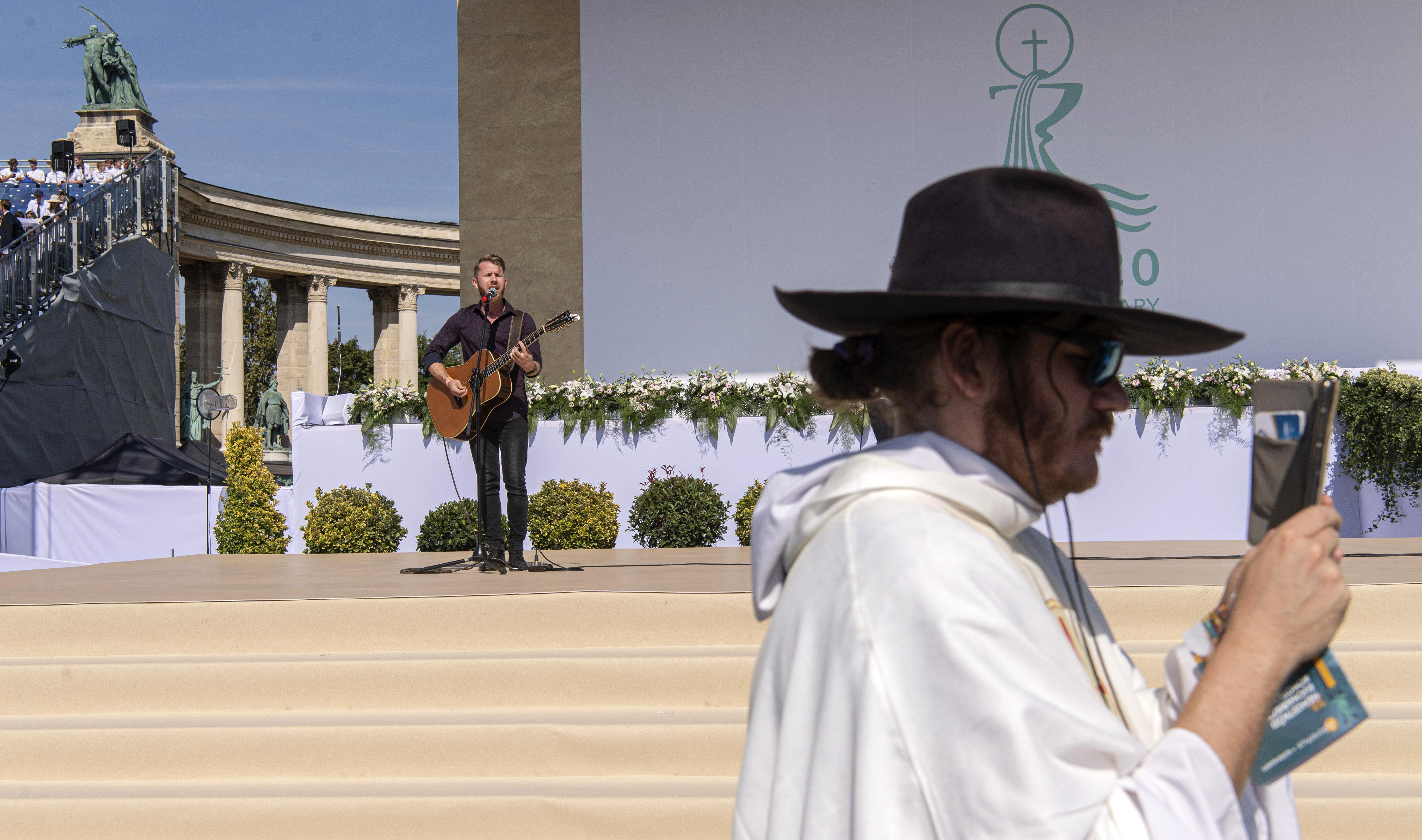 Több esztergomi iskolában kötelezővé tették az Eucharisztikus Kongresszuson való részvételt