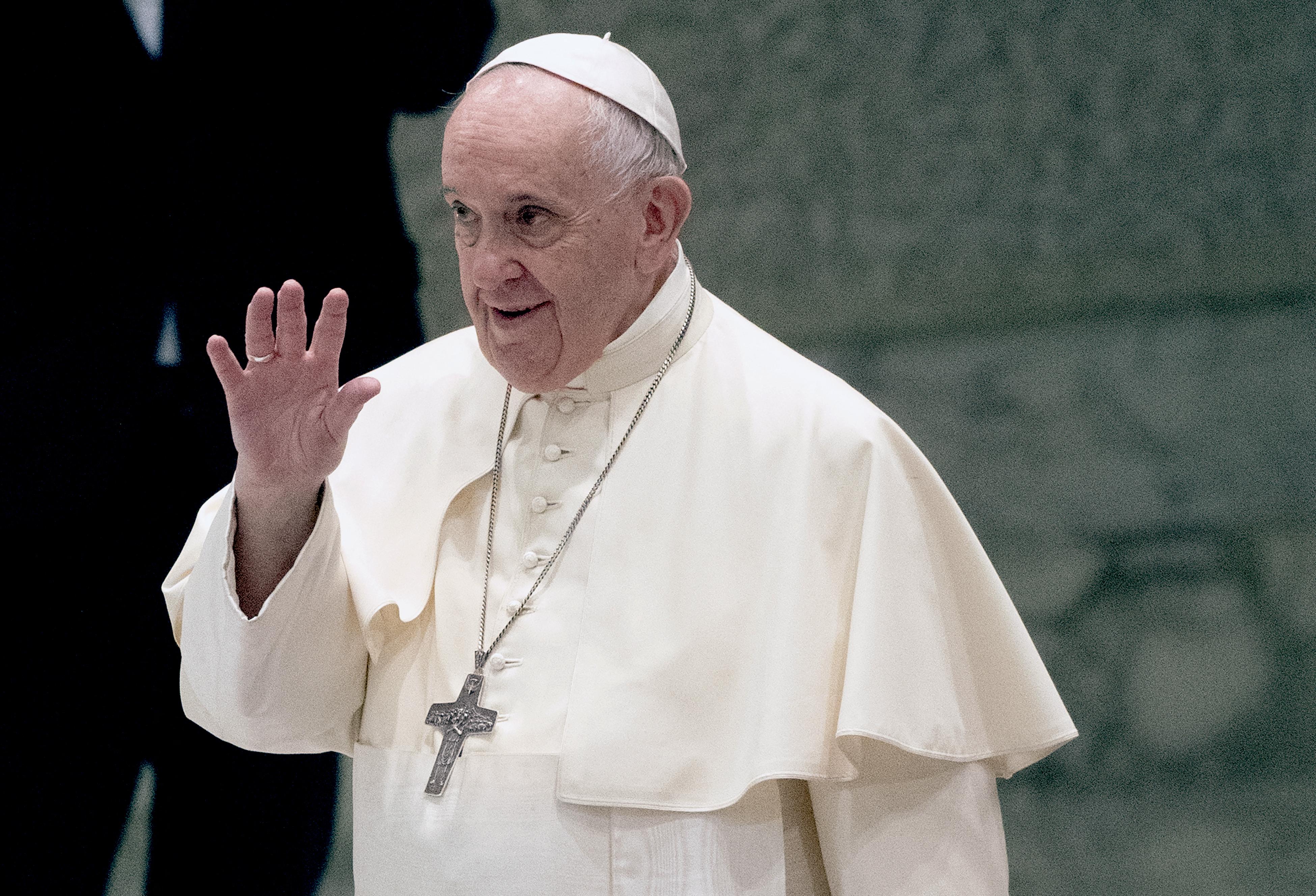 Perintfalvi Rita teológus szerint politikai üzenete van annak, hogy a pápa csak pár órát tölt el Magyarországon