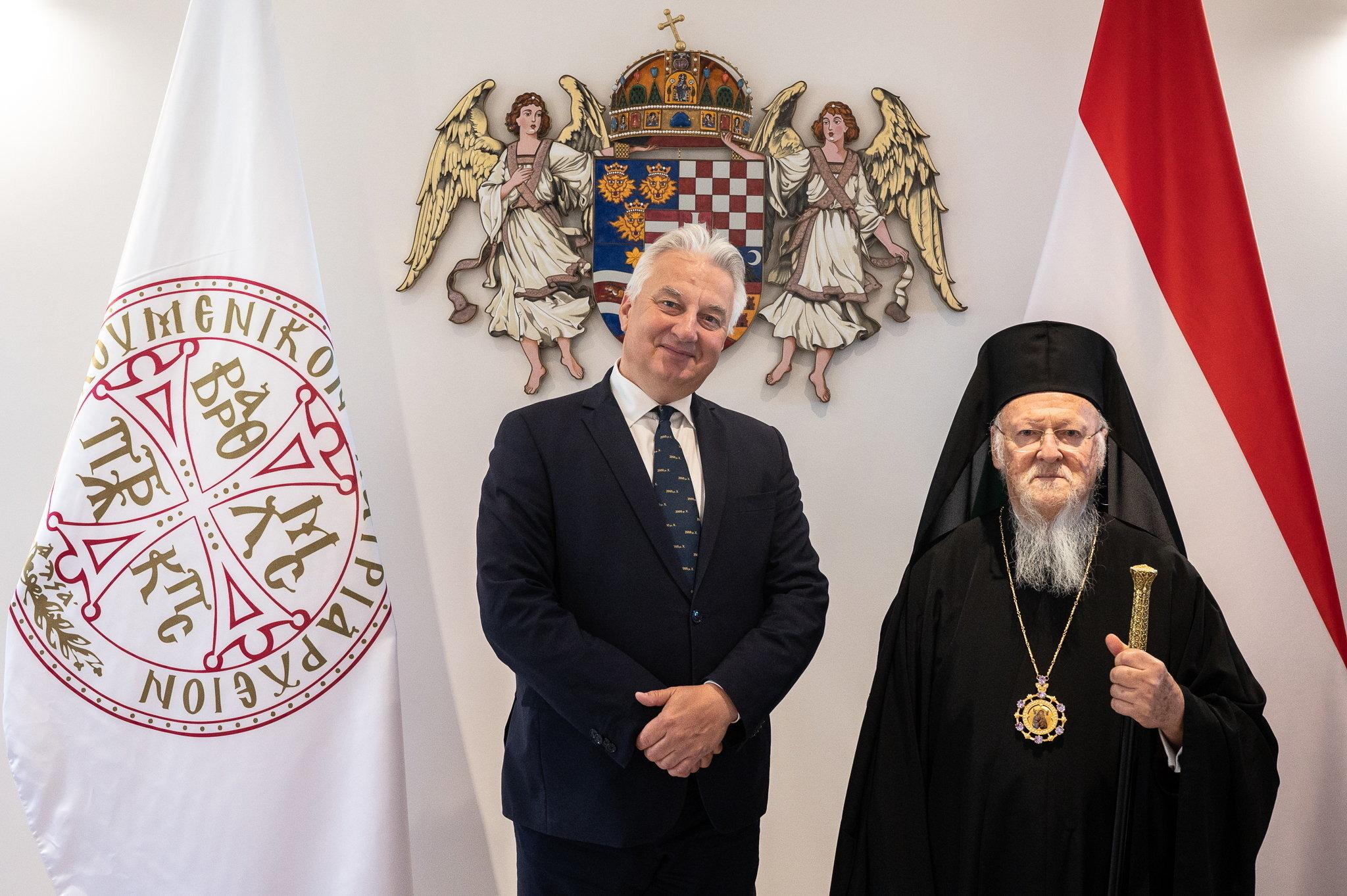 Lerakták egy új ortodox templom alapkövét a pesti belváros közepén