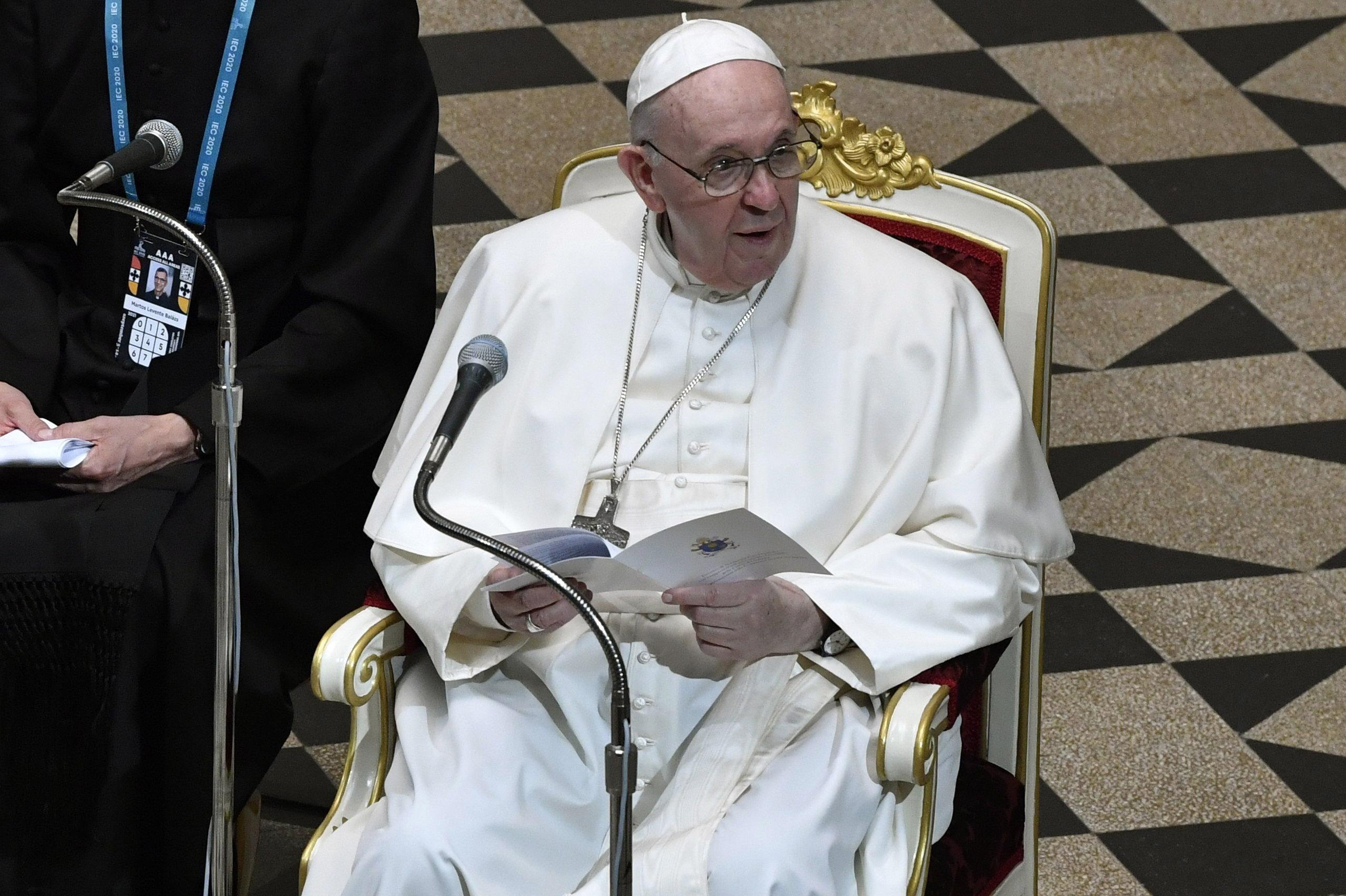 A pápa arra kérte a közép- és kelet-európai püspököket, hallgassák meg a szexuális visszaélések áldozatait