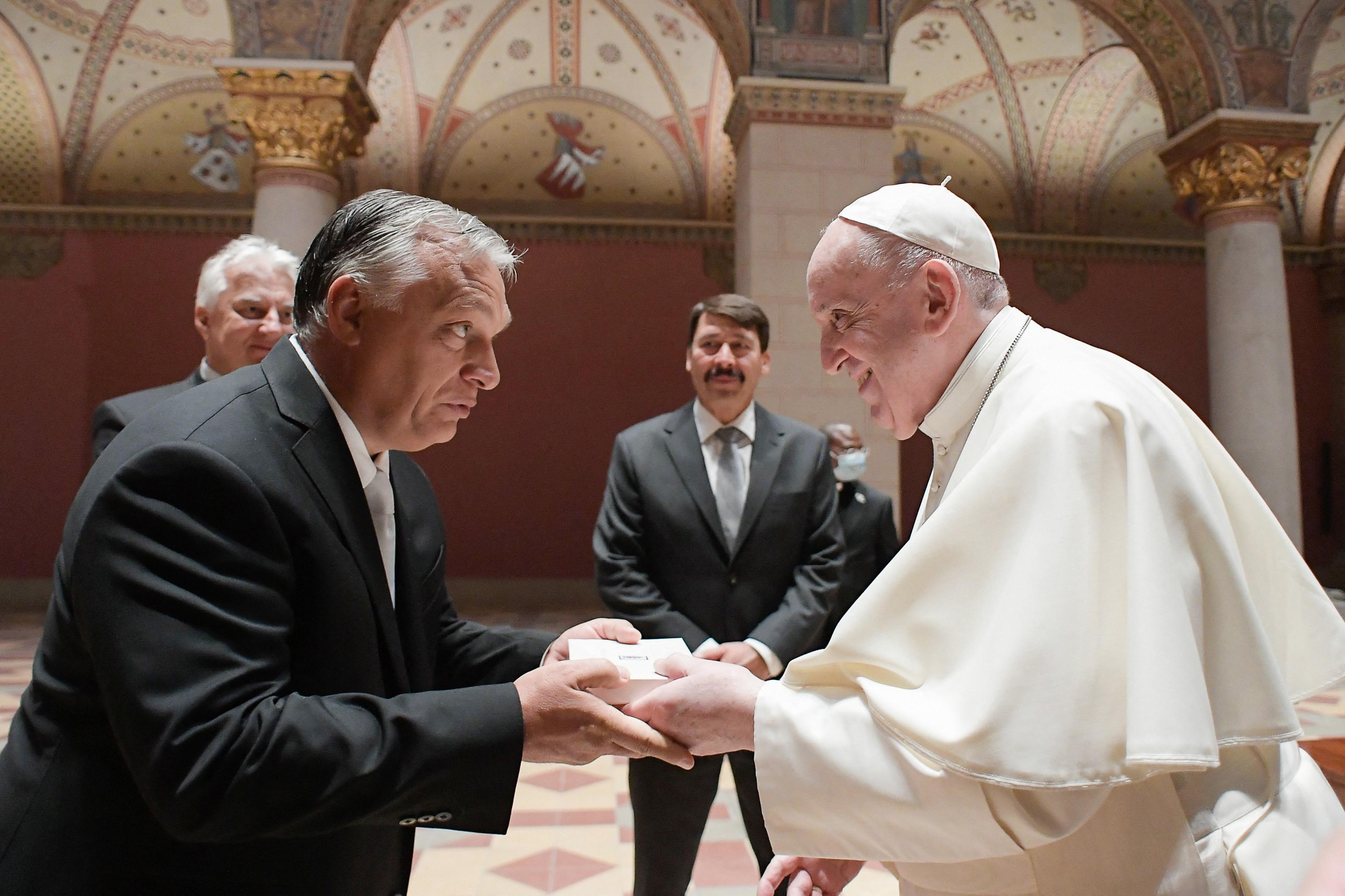 """Orbán arra kérte Ferenc pápát, hogy """"ne hagyja elveszni a keresztény Magyarországot"""""""