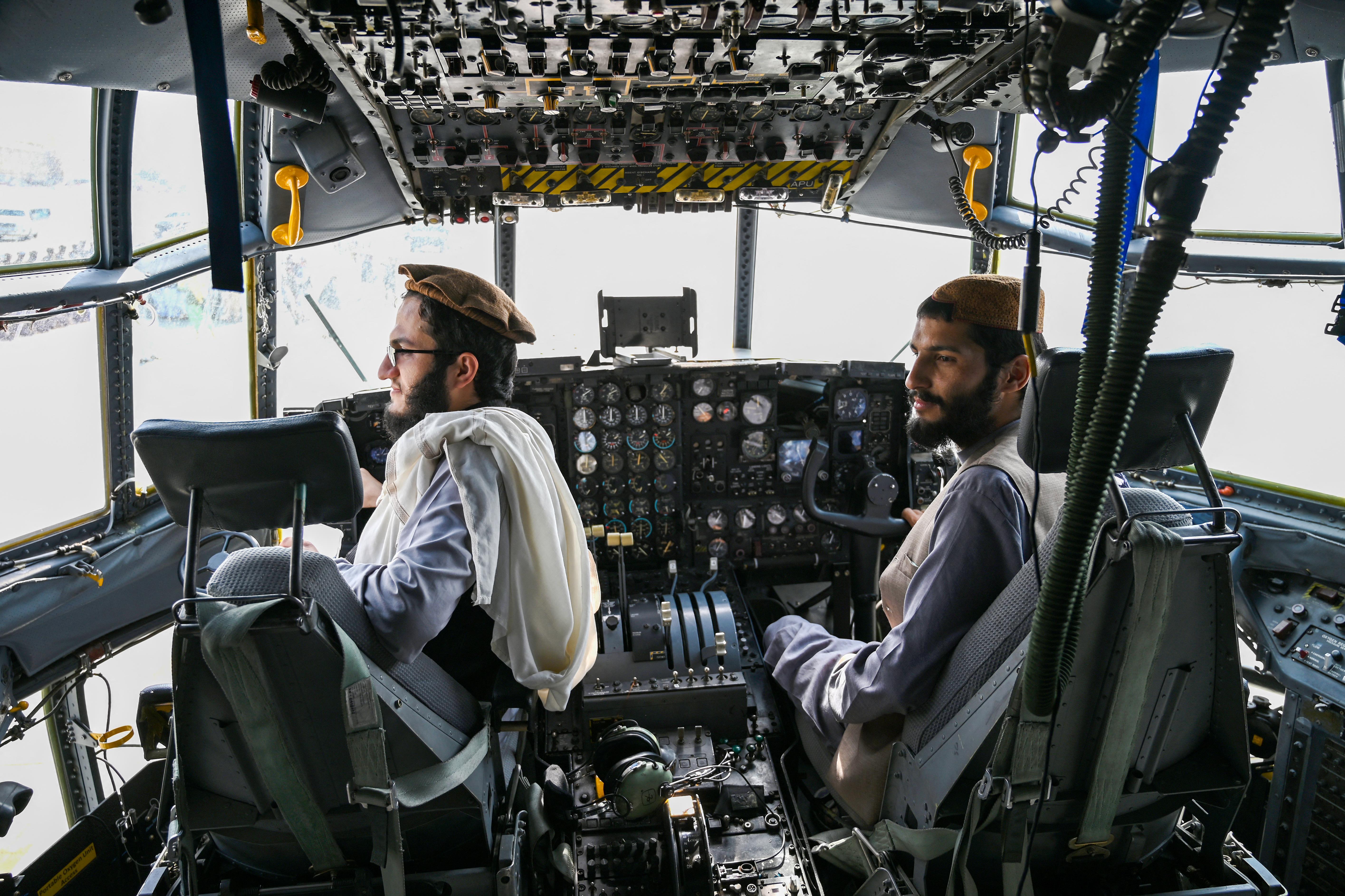 Elhagyhatják Üzbegisztánt az elmenekült afgán harci pilóták
