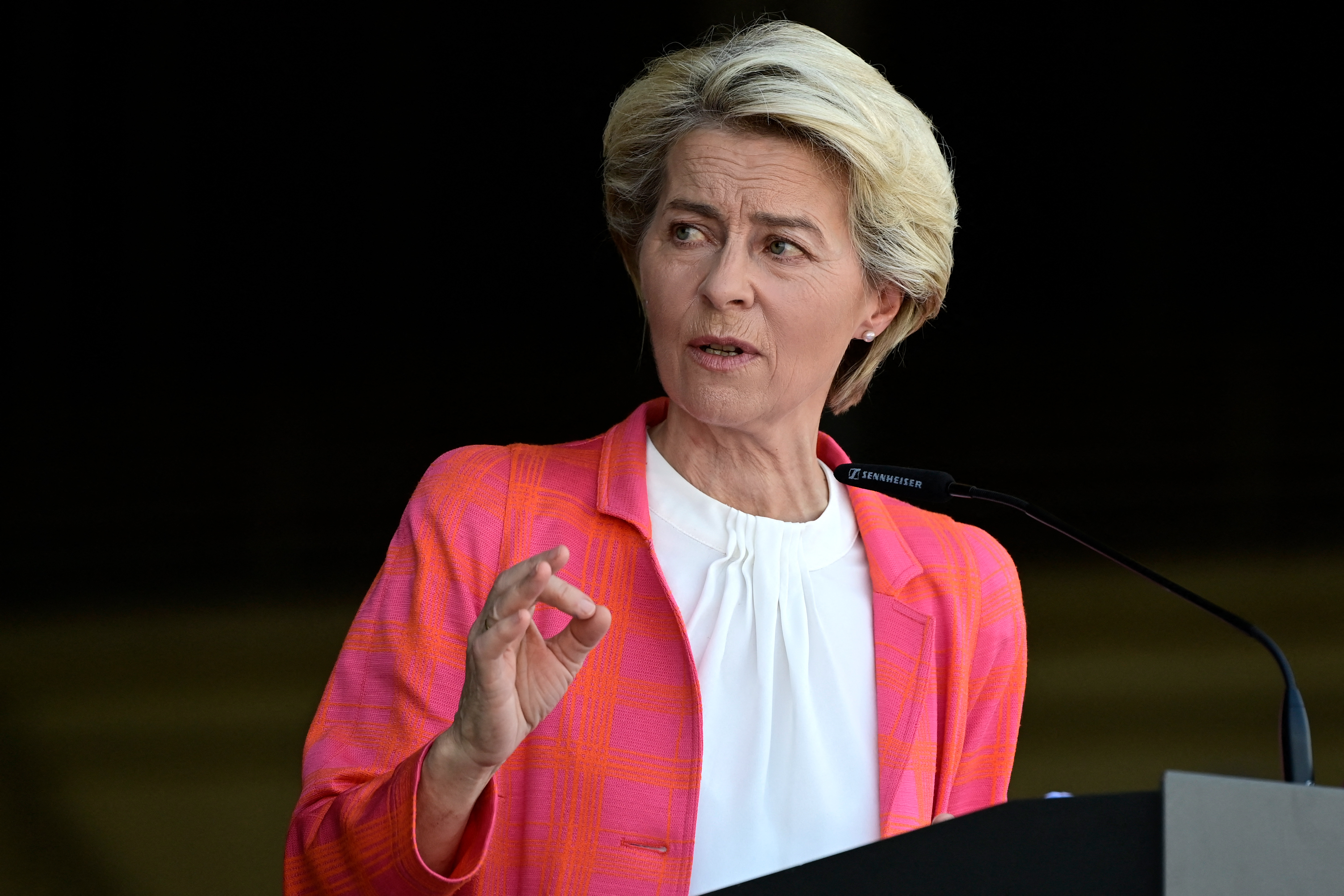 Ursula von der Leyen kitart amellett, hogy pénzbüntetéssel kell sújtani Lengyelországot, ha nem fogadja el az uniós jogot