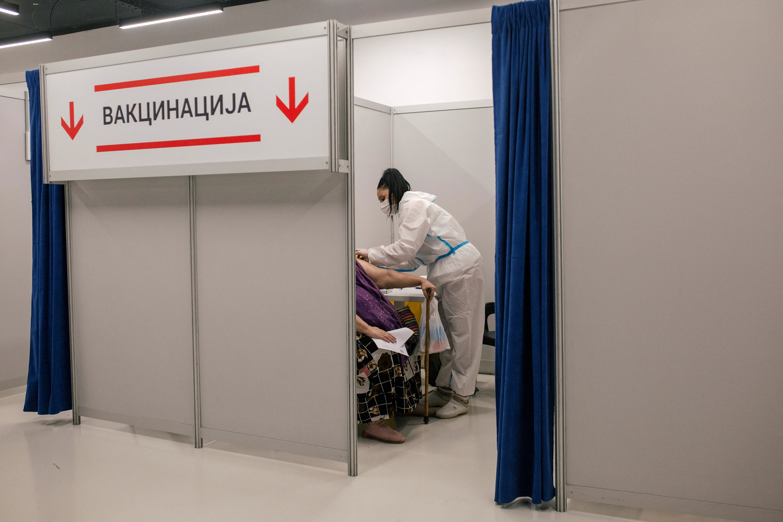 Szerbiában romlik a járványhelyzet, sok az oltásellenes
