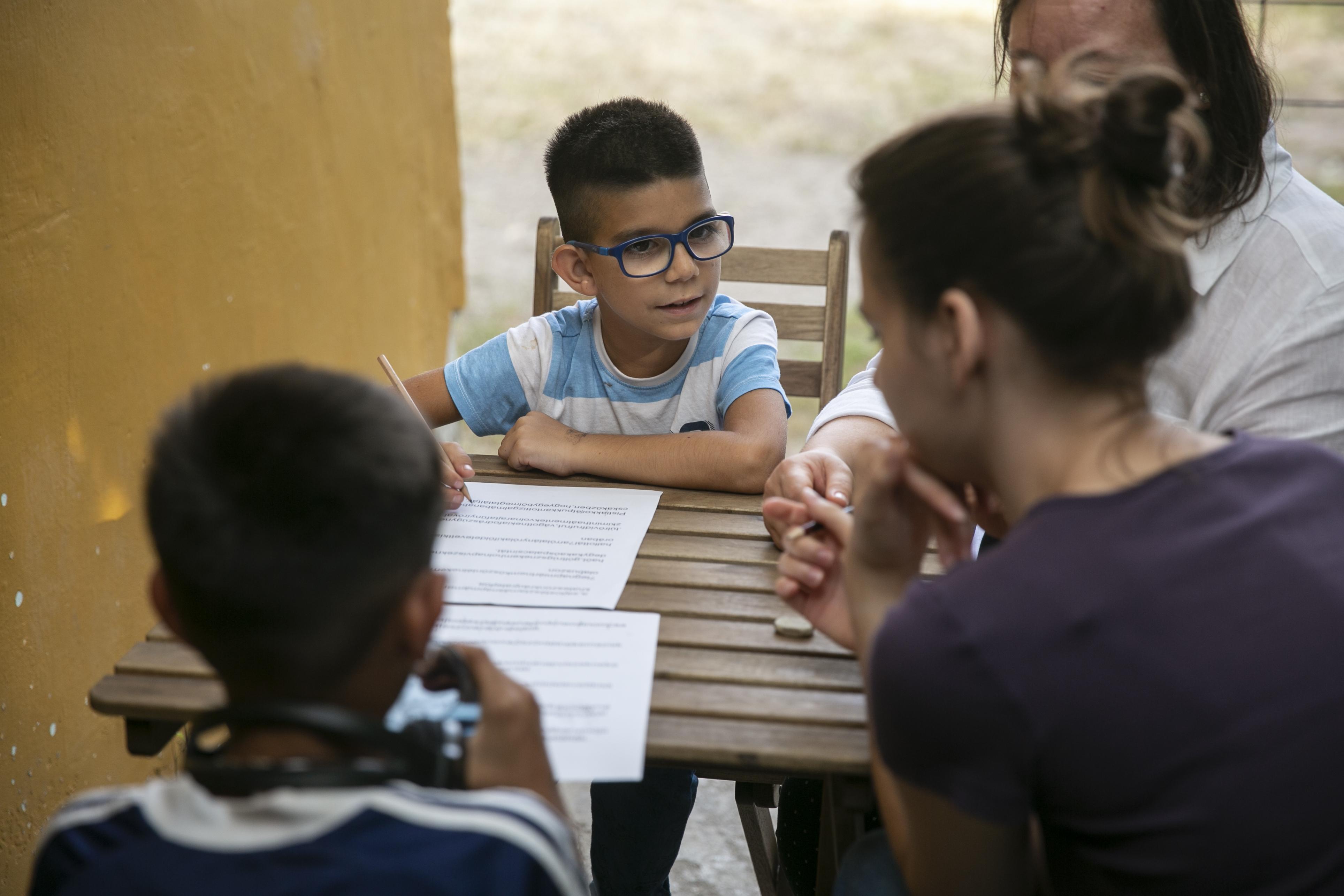 """""""Szívfájdító, amikor az összes cigány gyerek azt mondja, hogy hátul és egyedül ülnek az iskolában"""""""
