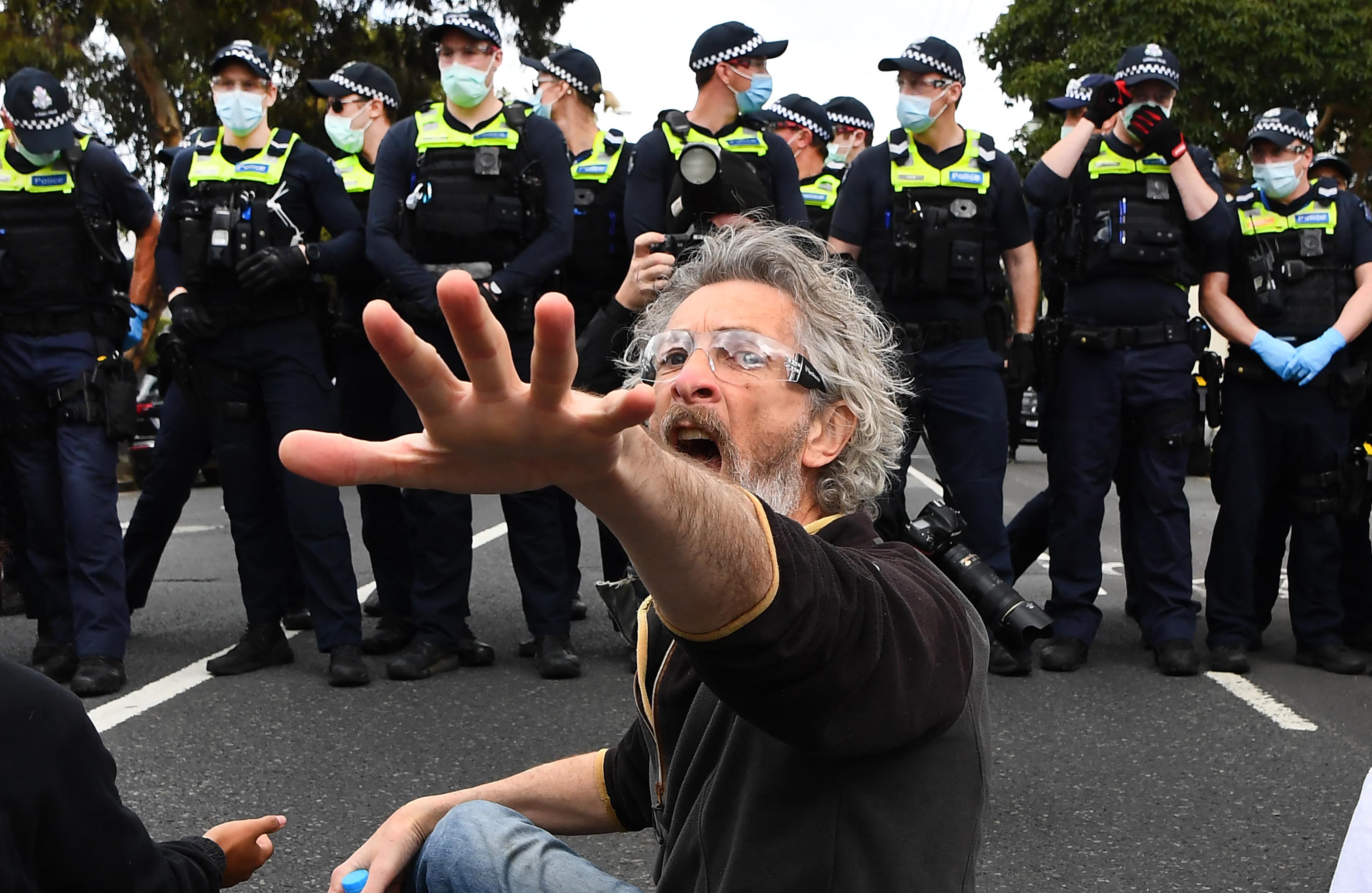 270 embert tartóztattak le a lezárások miatti tüntetéseken Ausztráliában