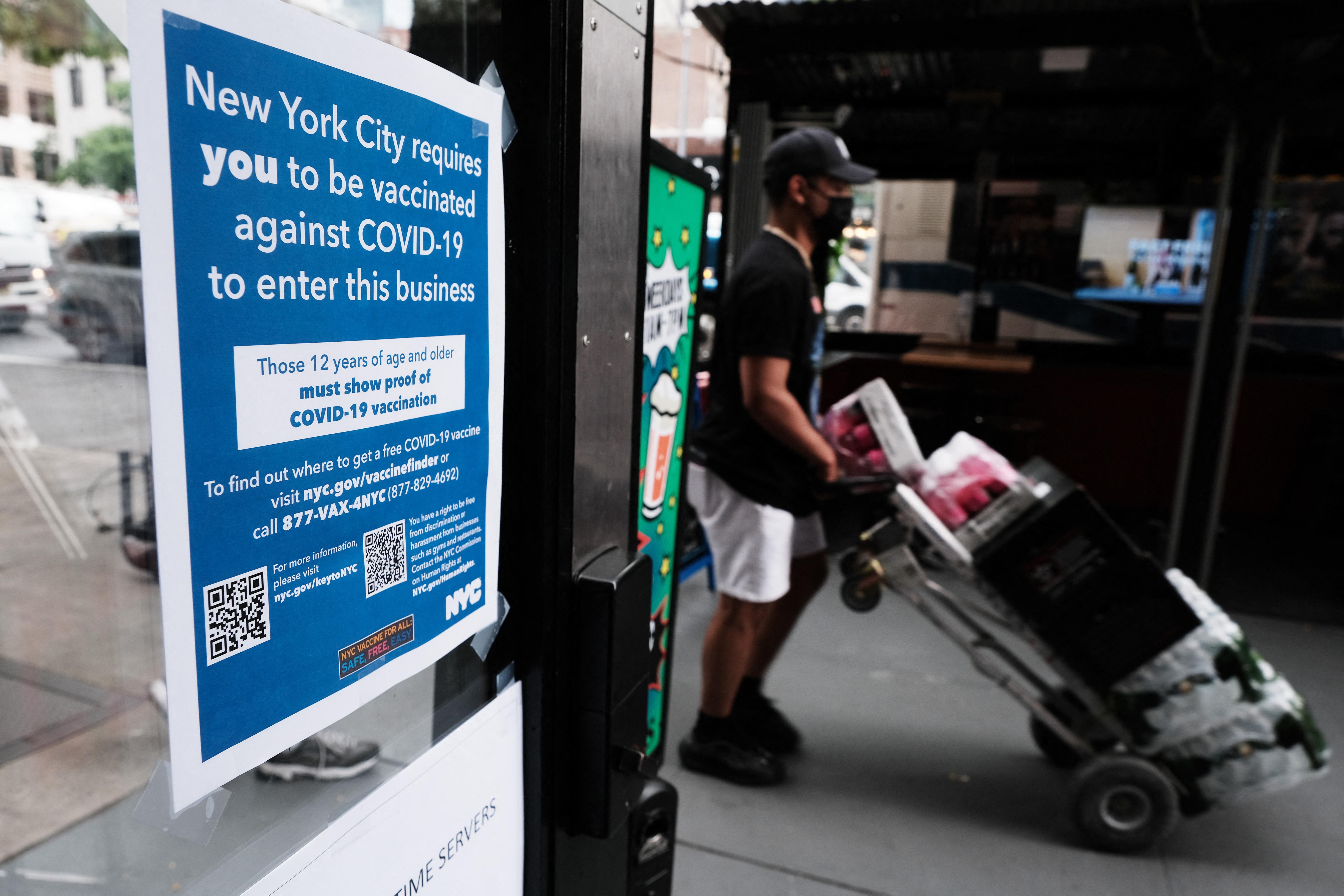 A BLM szerint a New York-i éttermek az oltási igazolvánnyal tartják távol a fekete vendégeket
