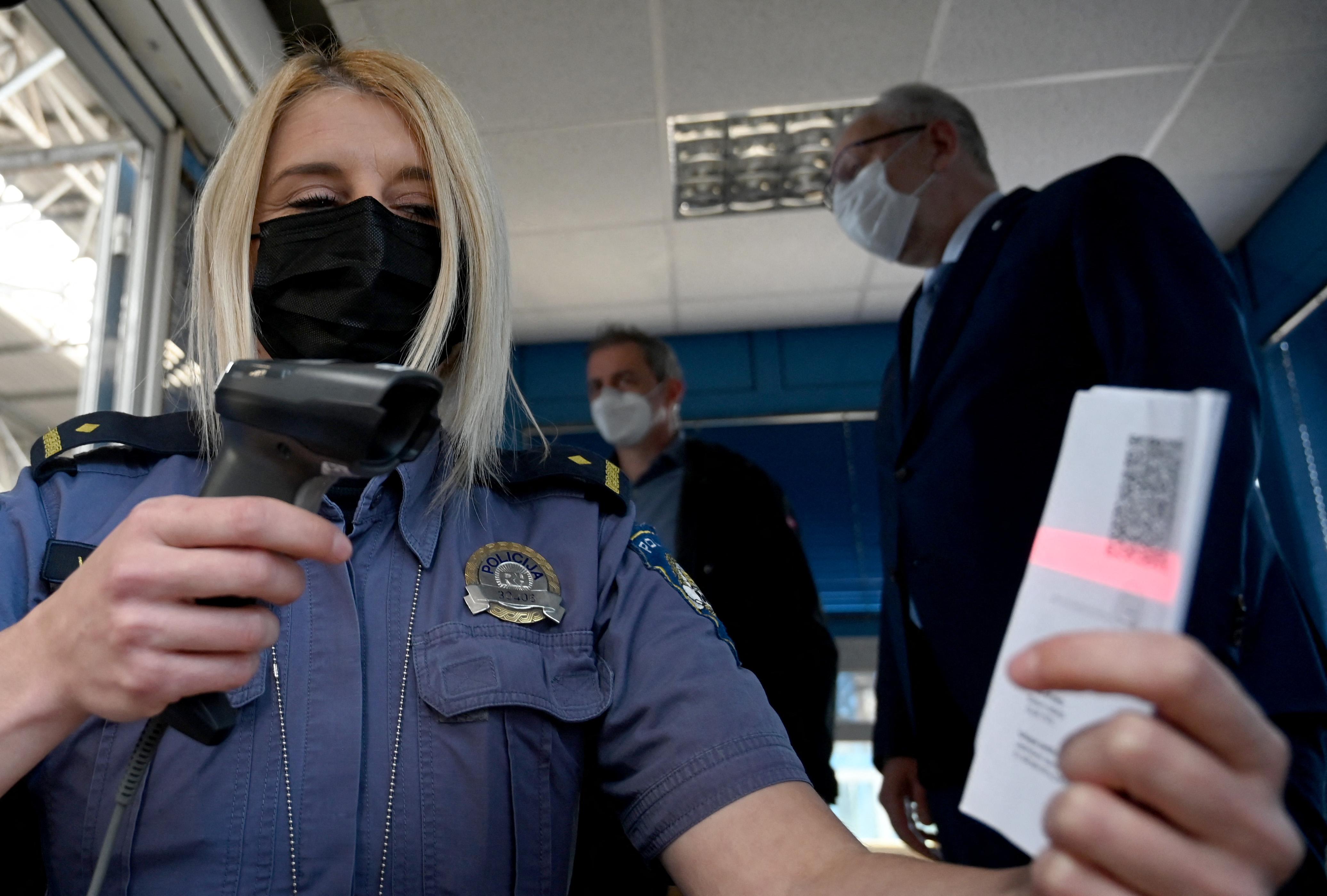 Megjött a szlovénok kedve a védőoltáshoz, amint kötelezővé tették a védettségi igazolványt