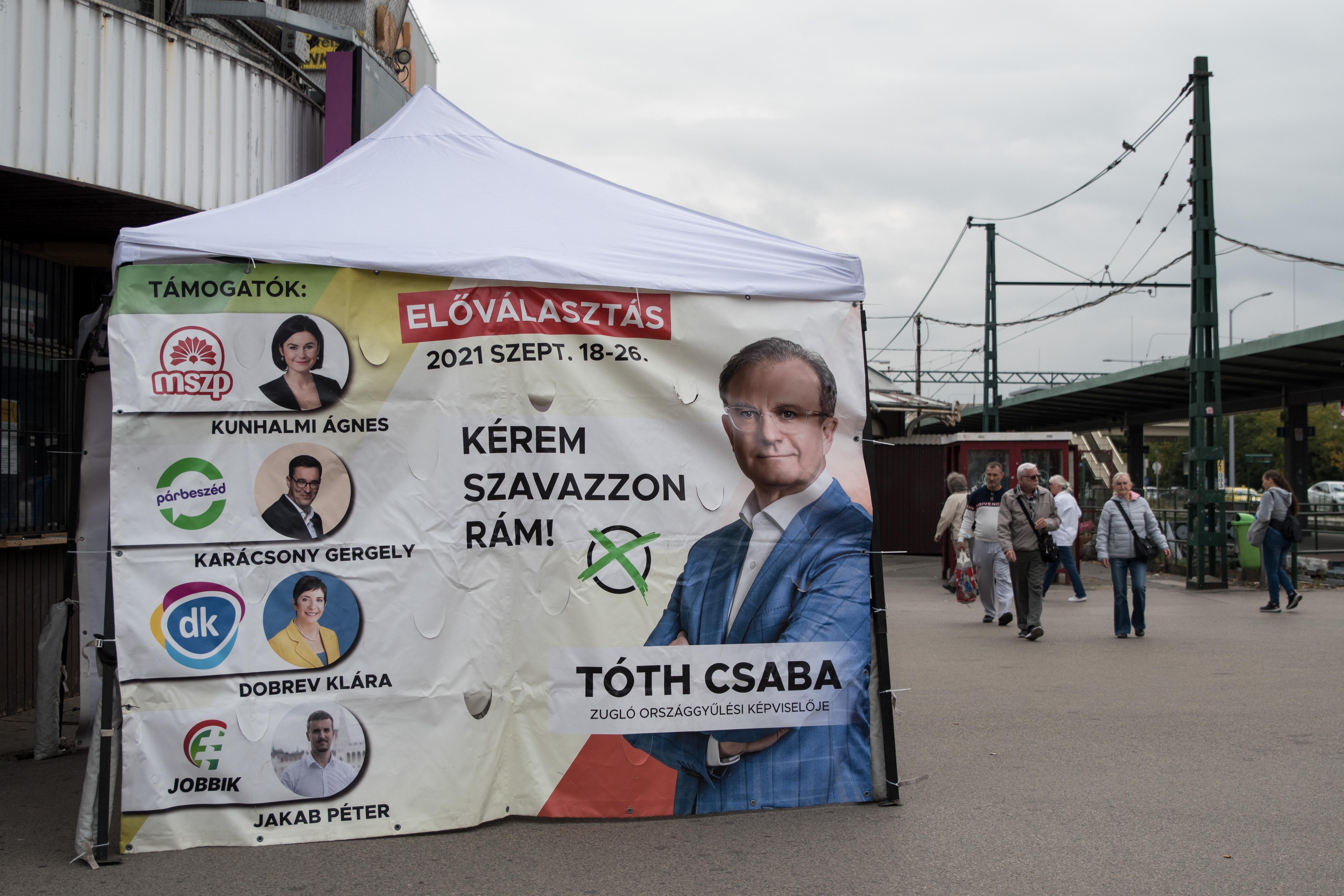 Idősklubban kampányolt Tóth Csaba, elmarasztalta az Országos Előválasztási Bizottság