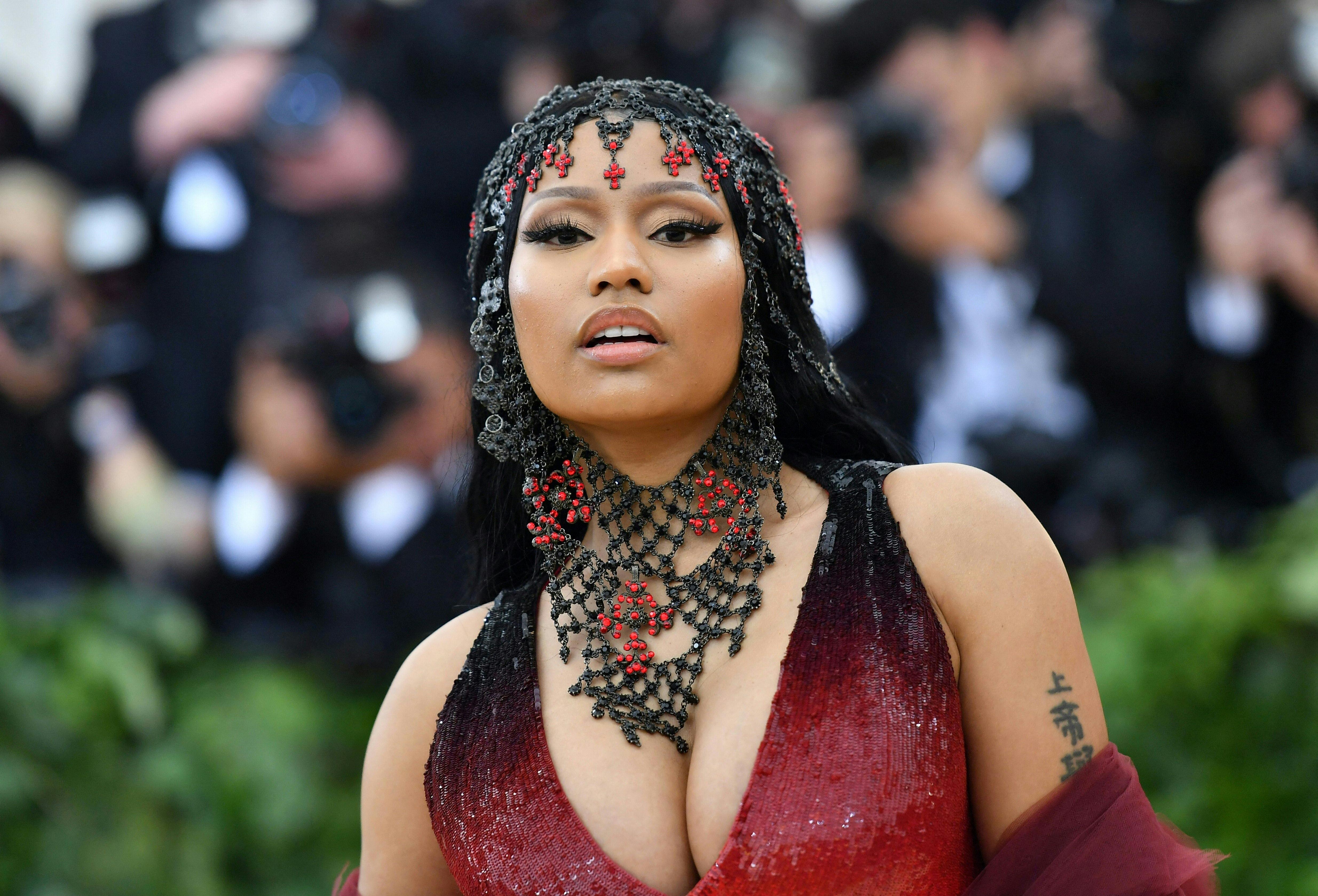 Az oltásellenes Nicki Minaj-zsal és unokatestvére barátjának megduzzadt heréivel három ország kormánya is külön foglalkozott